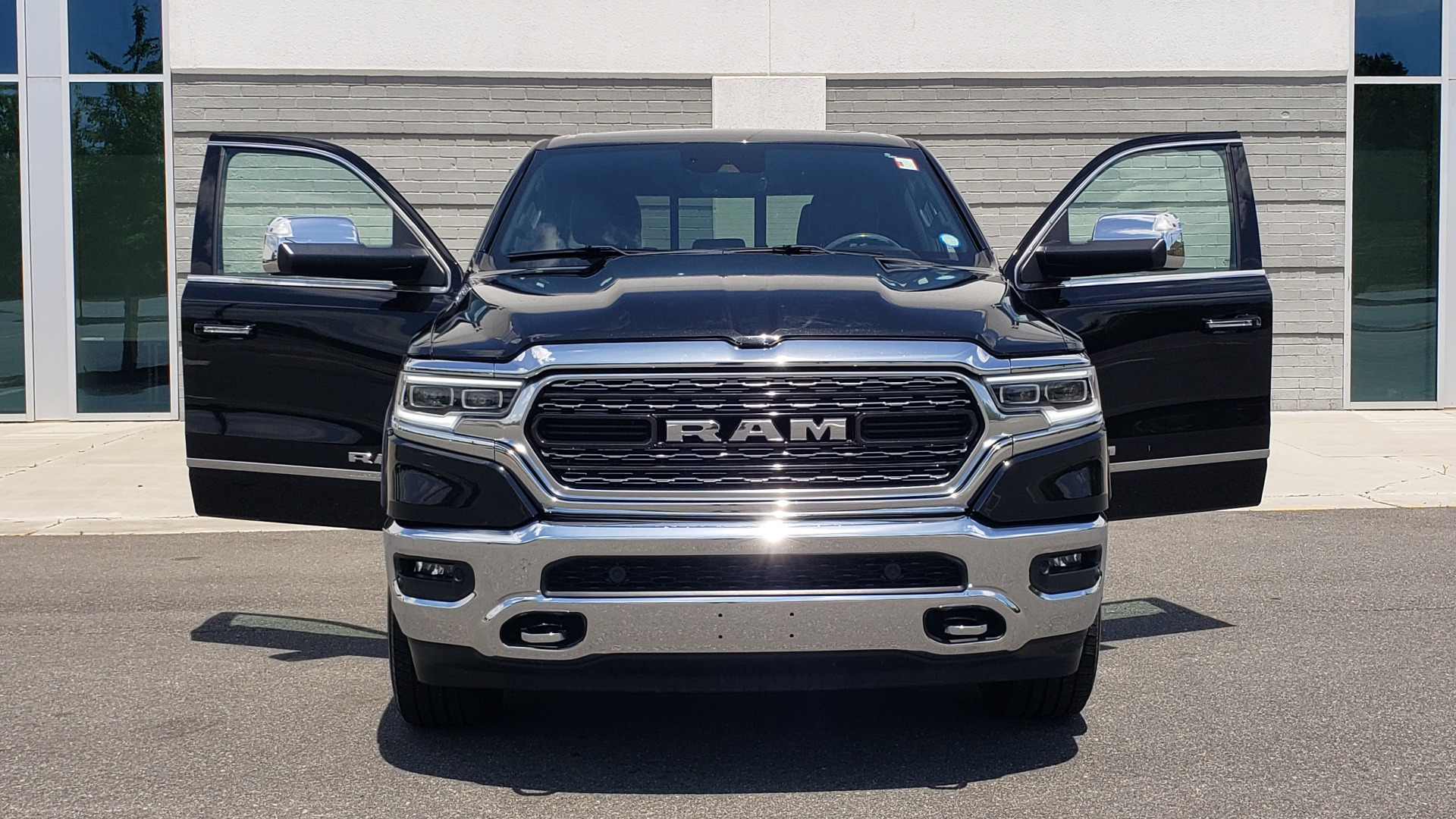 Used 2019 Ram 1500 LIMITED / NAV / PANO-ROOF / TOW PKG / H/K SND / REARVIEW for sale $46,995 at Formula Imports in Charlotte NC 28227 24