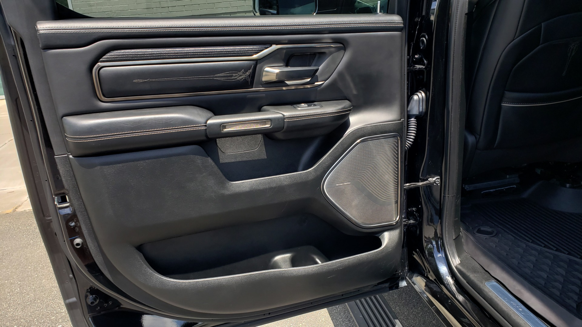 Used 2019 Ram 1500 LIMITED / NAV / PANO-ROOF / TOW PKG / H/K SND / REARVIEW for sale $46,995 at Formula Imports in Charlotte NC 28227 68