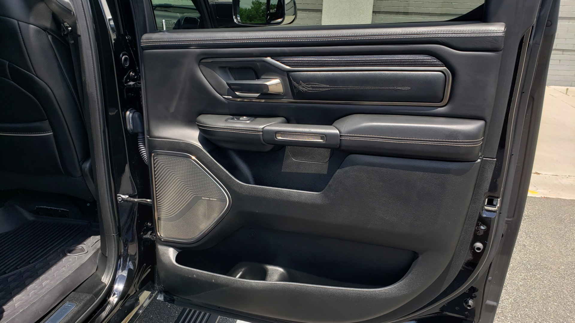 Used 2019 Ram 1500 LIMITED / NAV / PANO-ROOF / TOW PKG / H/K SND / REARVIEW for sale $46,995 at Formula Imports in Charlotte NC 28227 82