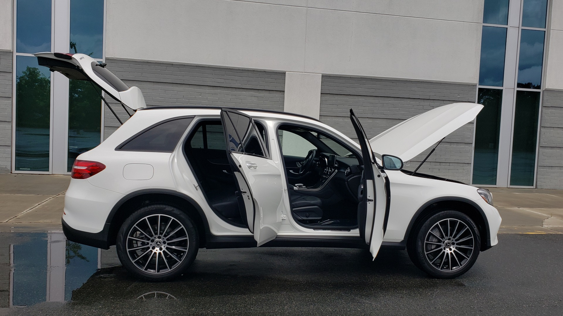 Used 2018 Mercedes-Benz GLC 300 4MATIC PREMIUM / NAV / BURMESTER SND / PANO-ROOF / REARVIEW for sale $35,495 at Formula Imports in Charlotte NC 28227 10