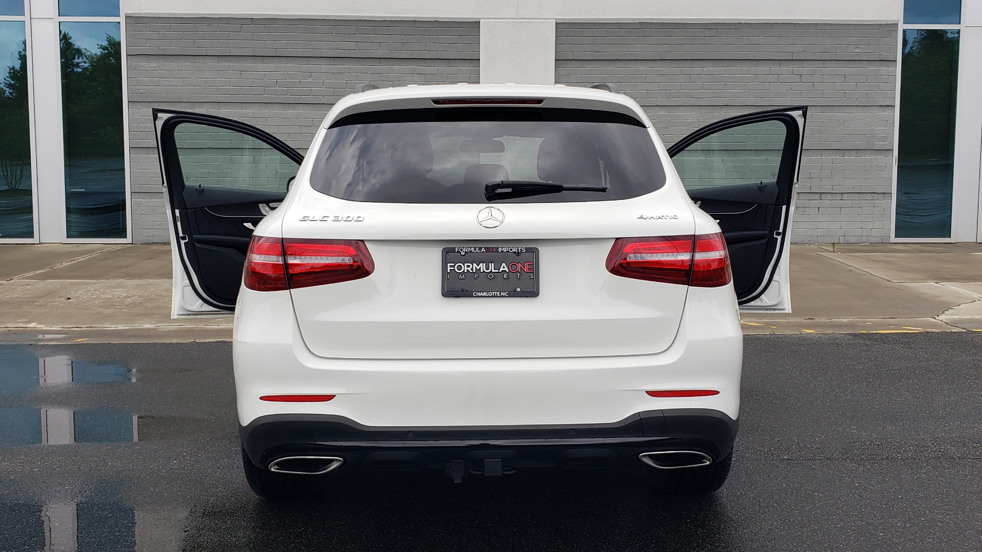 Used 2018 Mercedes-Benz GLC 300 4MATIC PREMIUM / NAV / BURMESTER SND / PANO-ROOF / REARVIEW for sale $35,495 at Formula Imports in Charlotte NC 28227 27