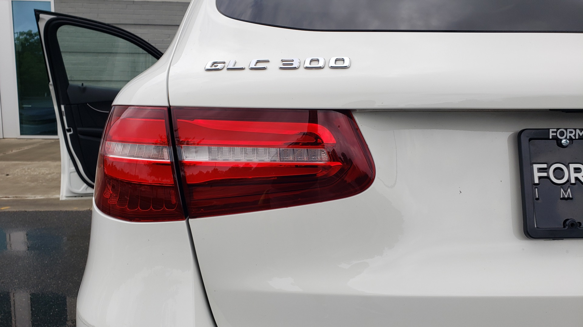 Used 2018 Mercedes-Benz GLC 300 4MATIC PREMIUM / NAV / BURMESTER SND / PANO-ROOF / REARVIEW for sale $35,495 at Formula Imports in Charlotte NC 28227 28