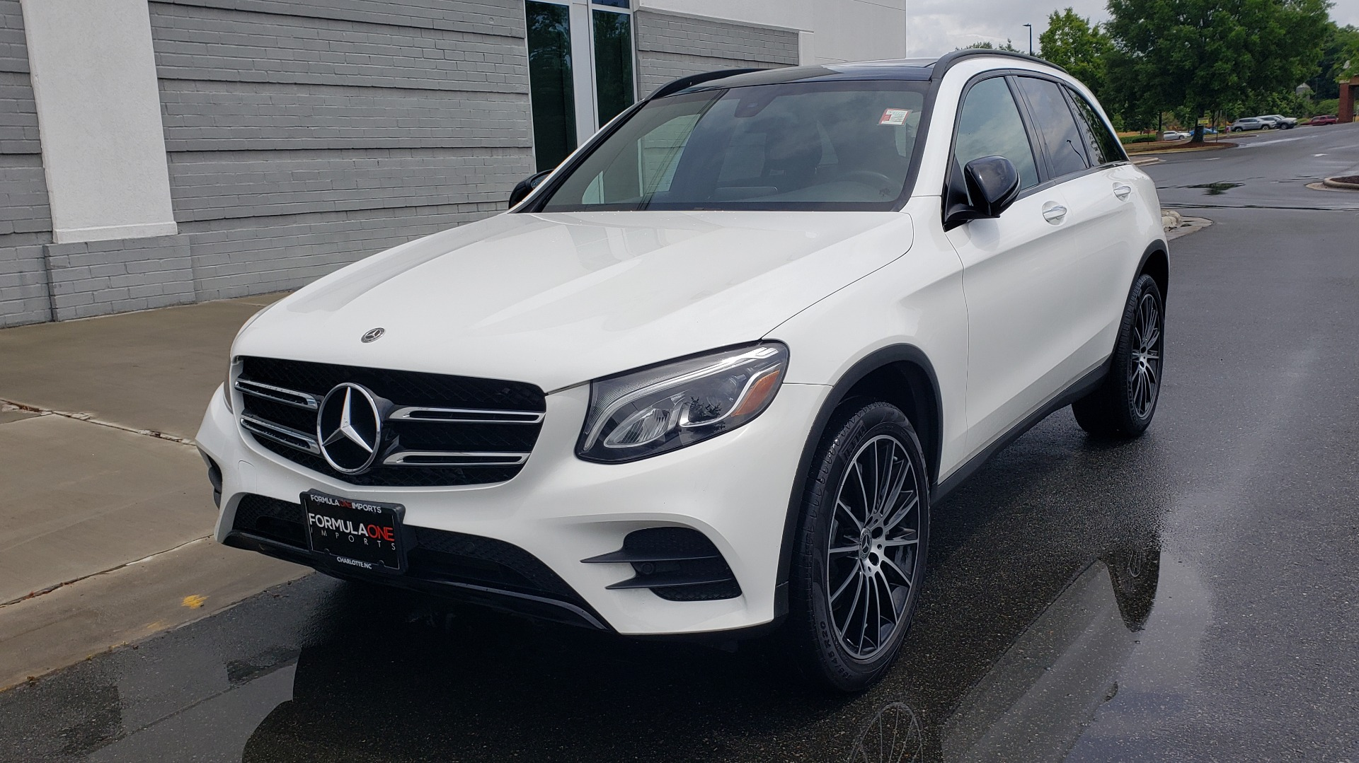 Used 2018 Mercedes-Benz GLC 300 4MATIC PREMIUM / NAV / BURMESTER SND / PANO-ROOF / REARVIEW for sale $35,495 at Formula Imports in Charlotte NC 28227 3