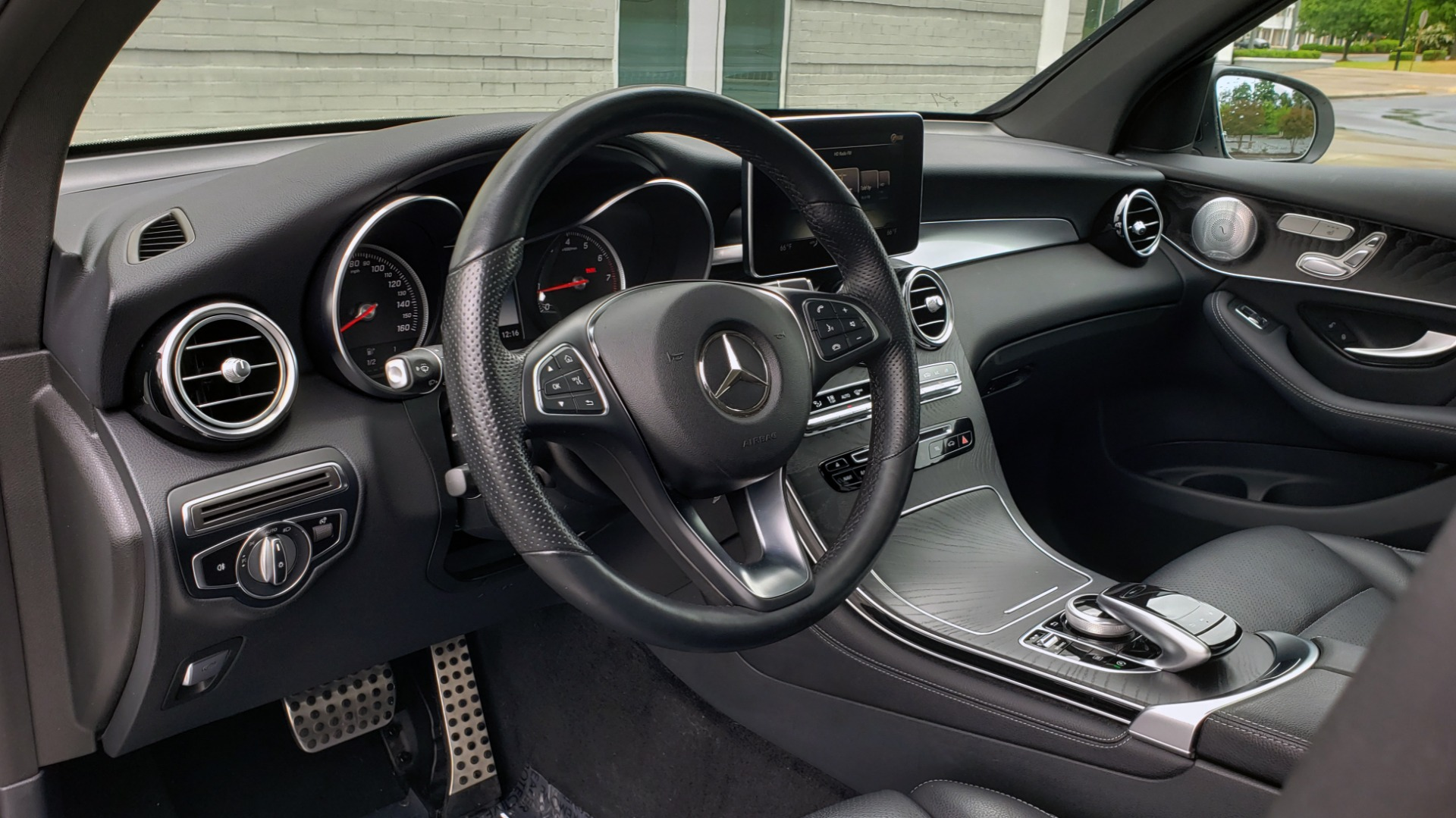 Used 2018 Mercedes-Benz GLC 300 4MATIC PREMIUM / NAV / BURMESTER SND / PANO-ROOF / REARVIEW for sale $35,495 at Formula Imports in Charlotte NC 28227 37
