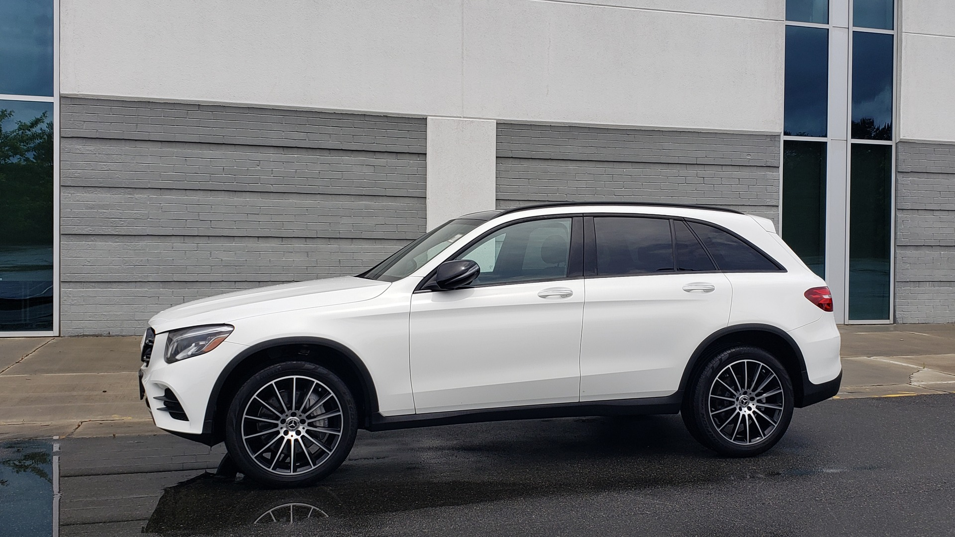 Used 2018 Mercedes-Benz GLC 300 4MATIC PREMIUM / NAV / BURMESTER SND / PANO-ROOF / REARVIEW for sale $35,495 at Formula Imports in Charlotte NC 28227 4