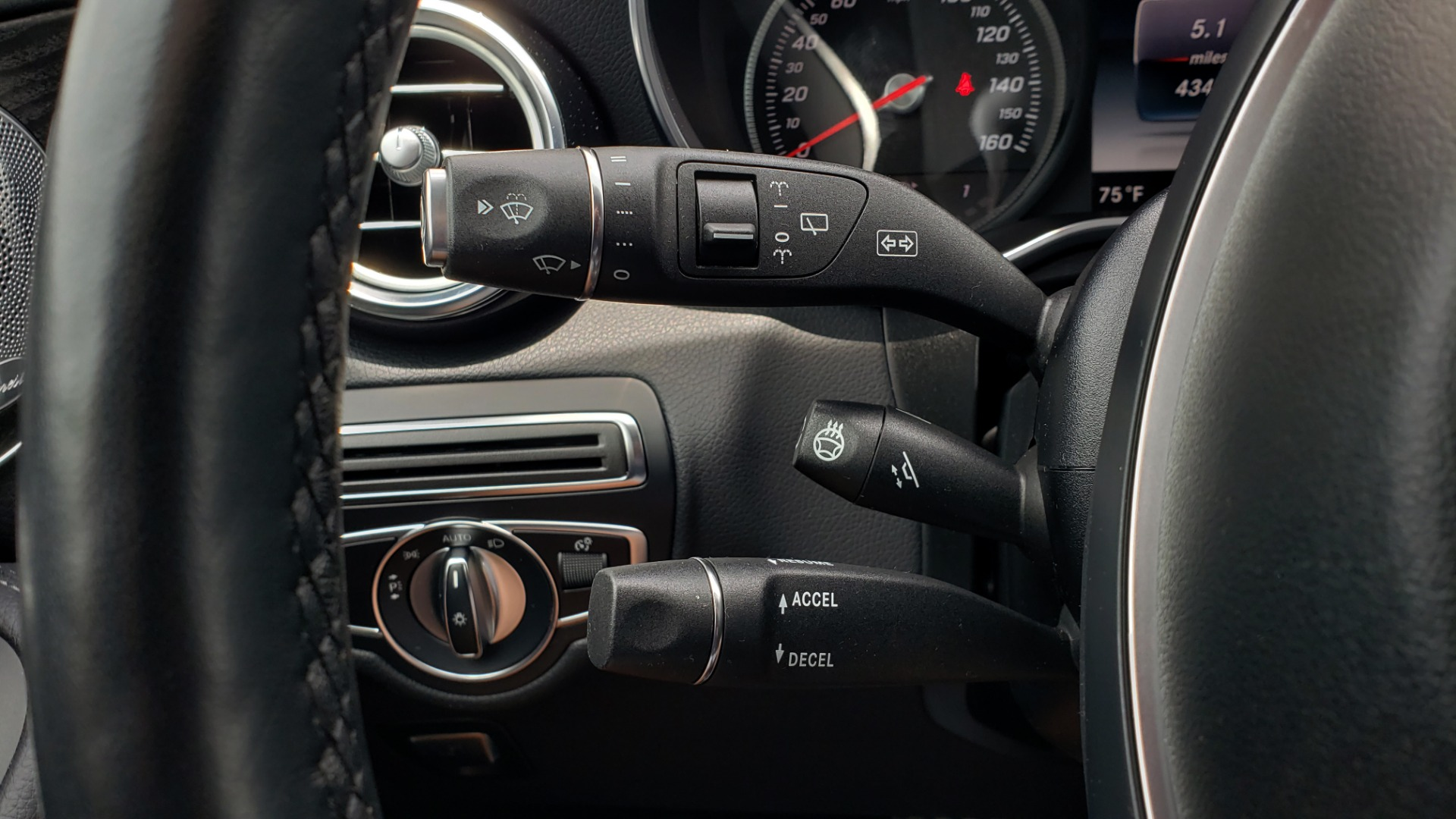 Used 2018 Mercedes-Benz GLC 300 4MATIC PREMIUM / NAV / BURMESTER SND / PANO-ROOF / REARVIEW for sale $35,495 at Formula Imports in Charlotte NC 28227 40