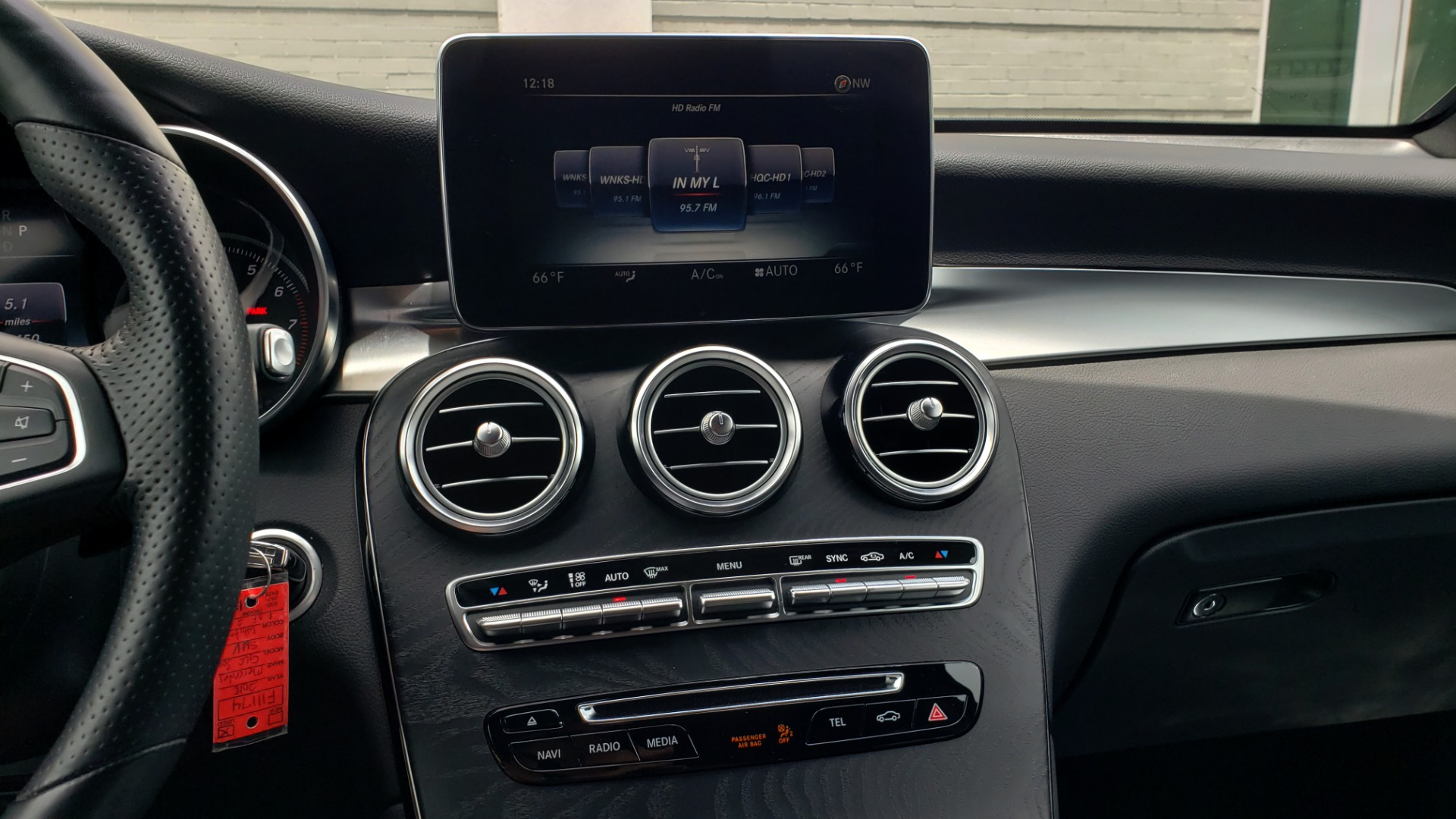 Used 2018 Mercedes-Benz GLC 300 4MATIC PREMIUM / NAV / BURMESTER SND / PANO-ROOF / REARVIEW for sale $35,495 at Formula Imports in Charlotte NC 28227 43