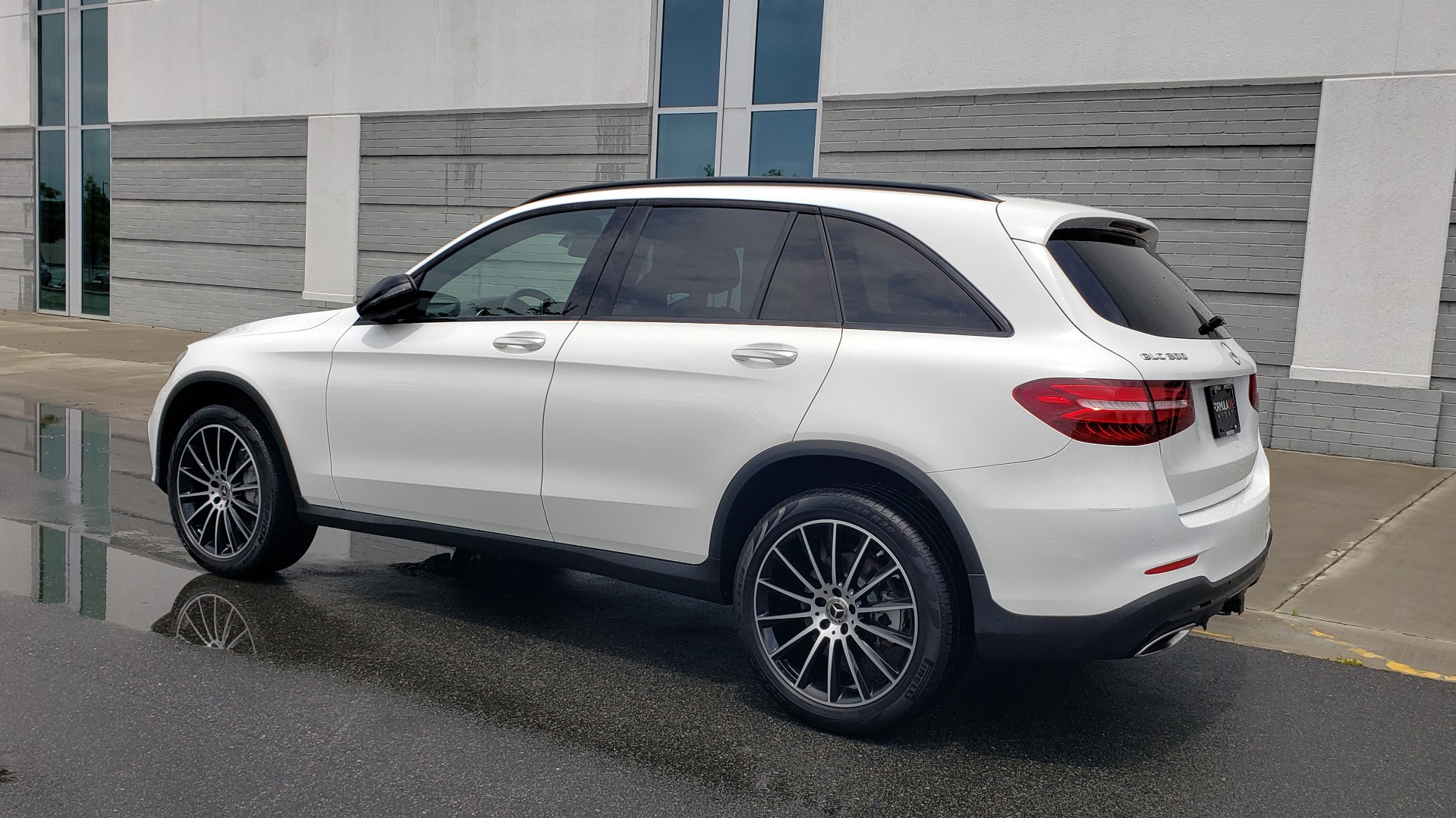 Used 2018 Mercedes-Benz GLC 300 4MATIC PREMIUM / NAV / BURMESTER SND / PANO-ROOF / REARVIEW for sale $35,495 at Formula Imports in Charlotte NC 28227 5