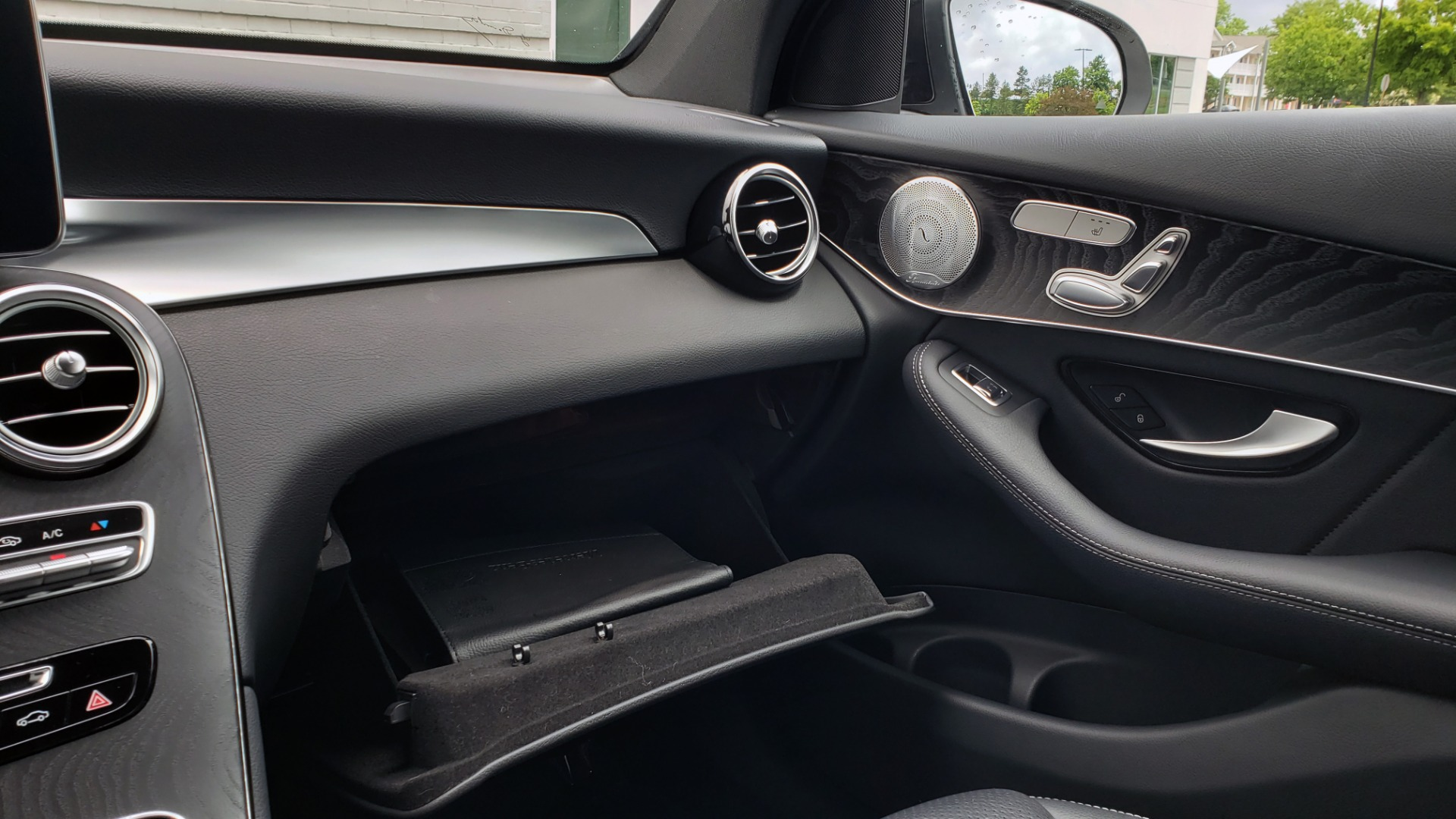 Used 2018 Mercedes-Benz GLC 300 4MATIC PREMIUM / NAV / BURMESTER SND / PANO-ROOF / REARVIEW for sale $35,495 at Formula Imports in Charlotte NC 28227 50