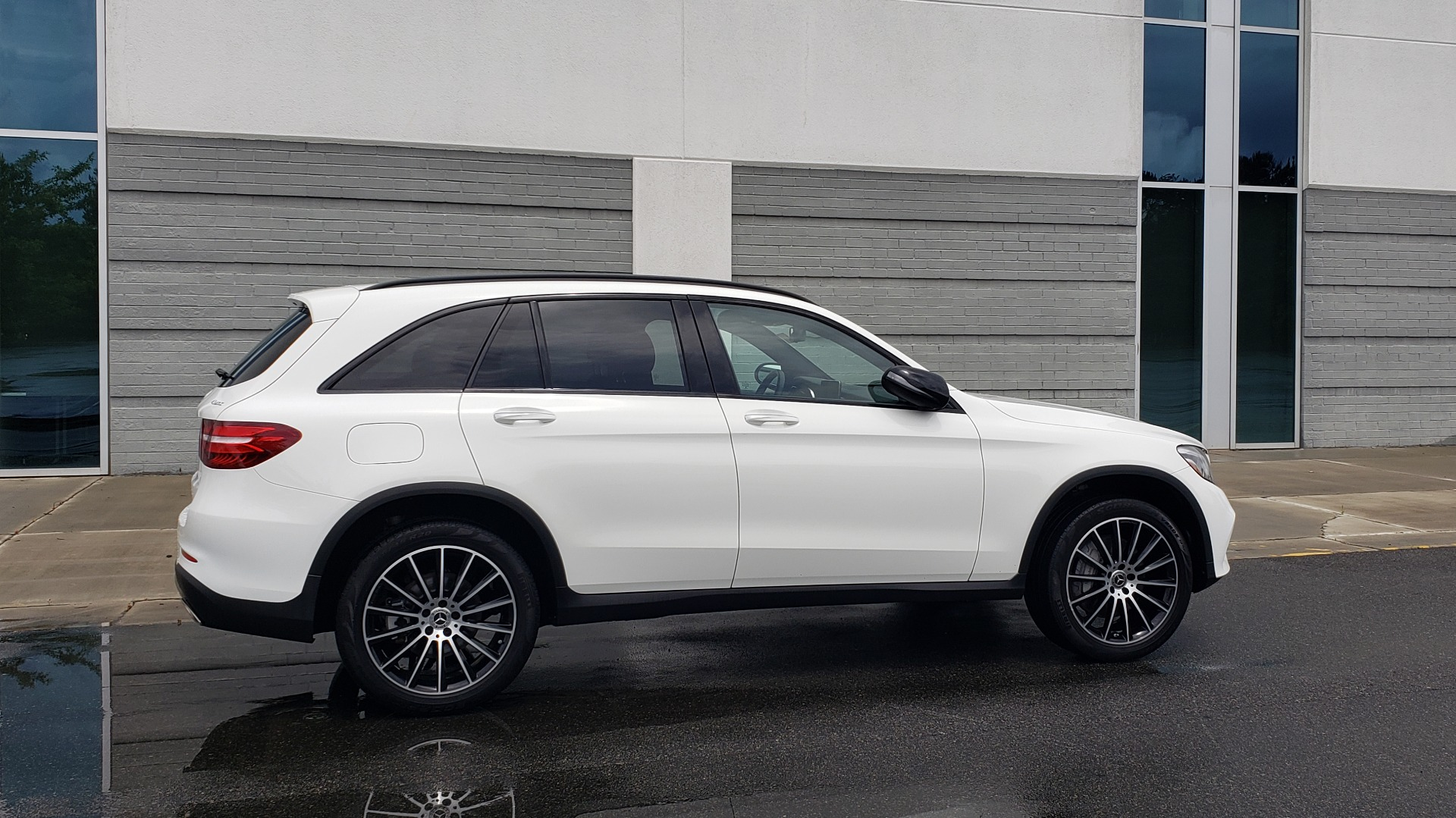 Used 2018 Mercedes-Benz GLC 300 4MATIC PREMIUM / NAV / BURMESTER SND / PANO-ROOF / REARVIEW for sale $35,495 at Formula Imports in Charlotte NC 28227 7