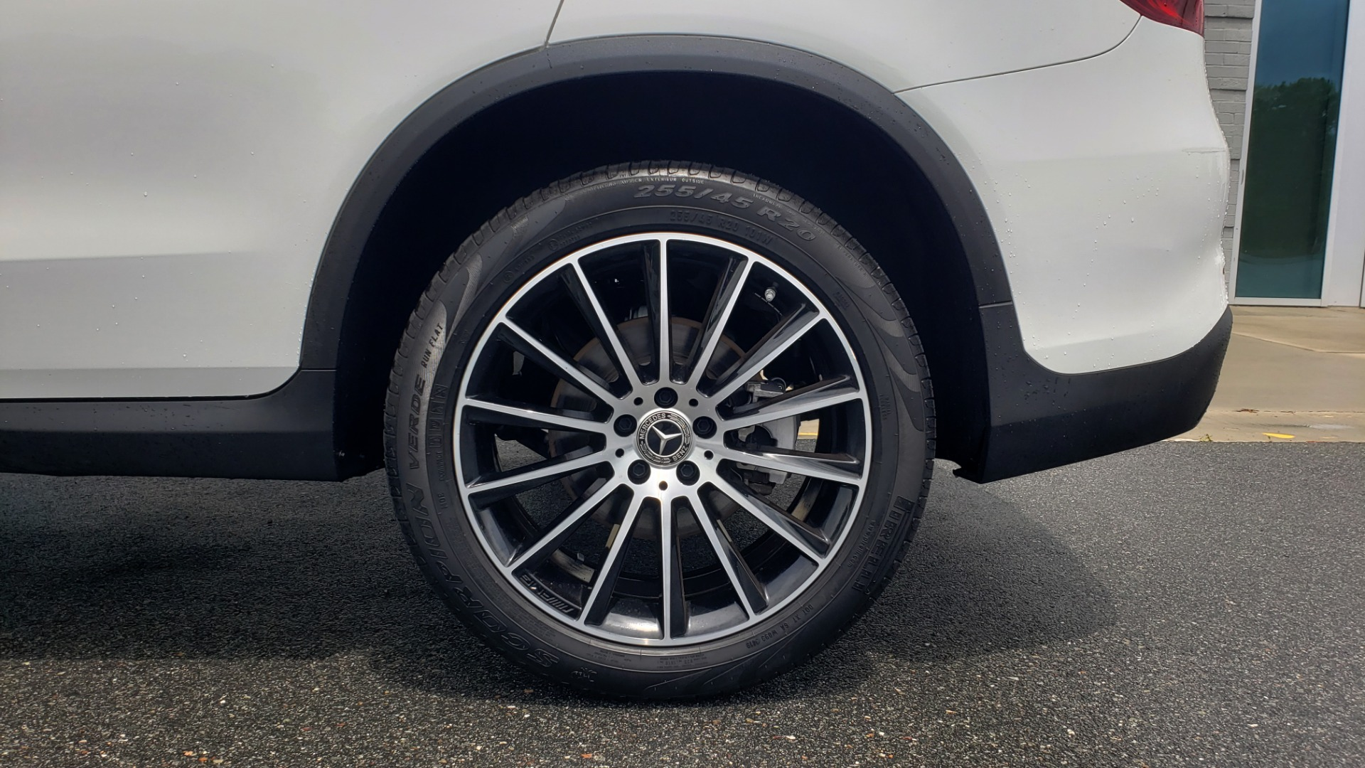 Used 2018 Mercedes-Benz GLC 300 4MATIC PREMIUM / NAV / BURMESTER SND / PANO-ROOF / REARVIEW for sale $35,495 at Formula Imports in Charlotte NC 28227 76