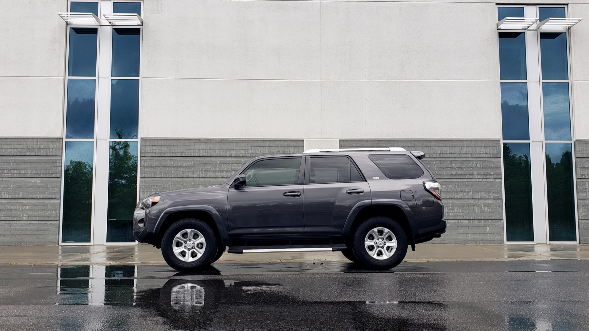 Used 2016 Toyota 4RUNNER 4X4 SR5 V6 / ENTUNE PREMIUM AUDIO W/NAVIGATION for sale $35,995 at Formula Imports in Charlotte NC 28227 5