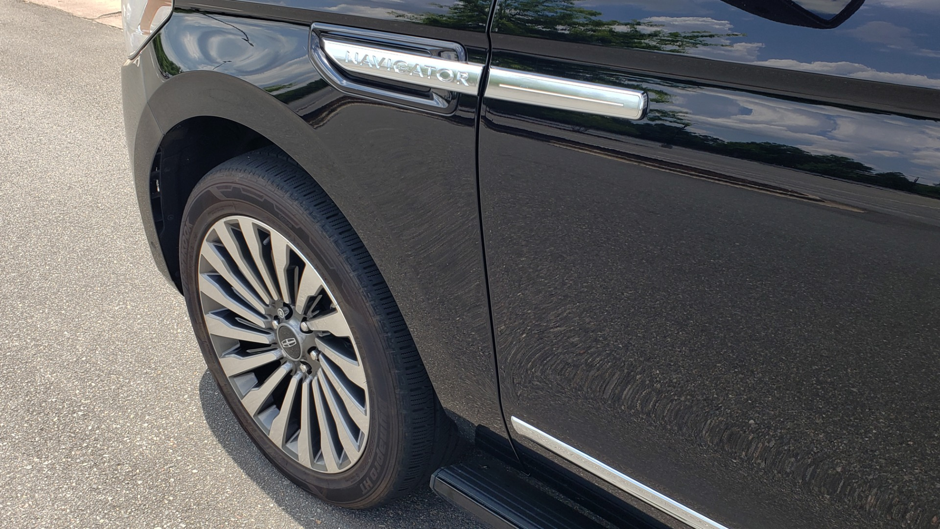 Used 2019 Lincoln NAVIGATOR RESERVE 4X4 / NAV / PANO-ROOF / REVEL ULTIMA AUDIO / 3-ROW / REARVIEW for sale $74,795 at Formula Imports in Charlotte NC 28227 10