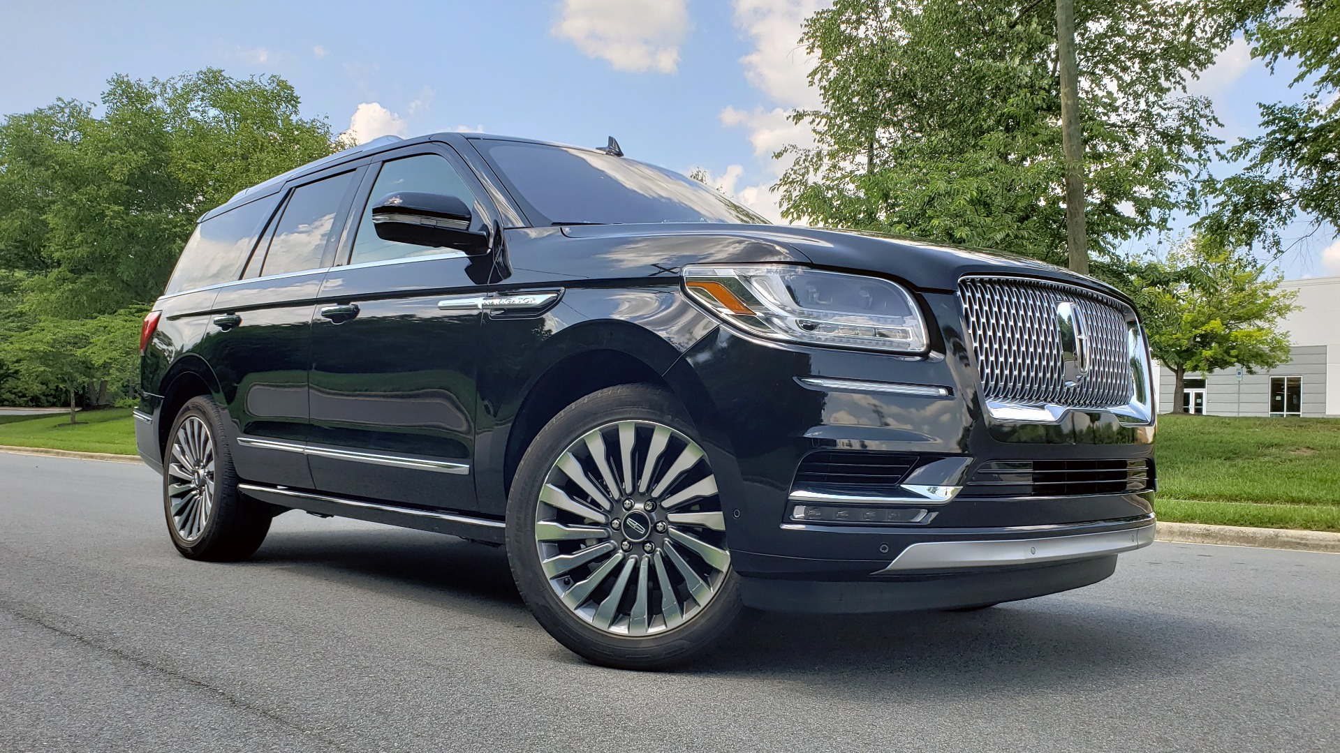 Used 2019 Lincoln NAVIGATOR RESERVE 4X4 / NAV / PANO-ROOF / REVEL ULTIMA AUDIO / 3-ROW / REARVIEW for sale $74,795 at Formula Imports in Charlotte NC 28227 102