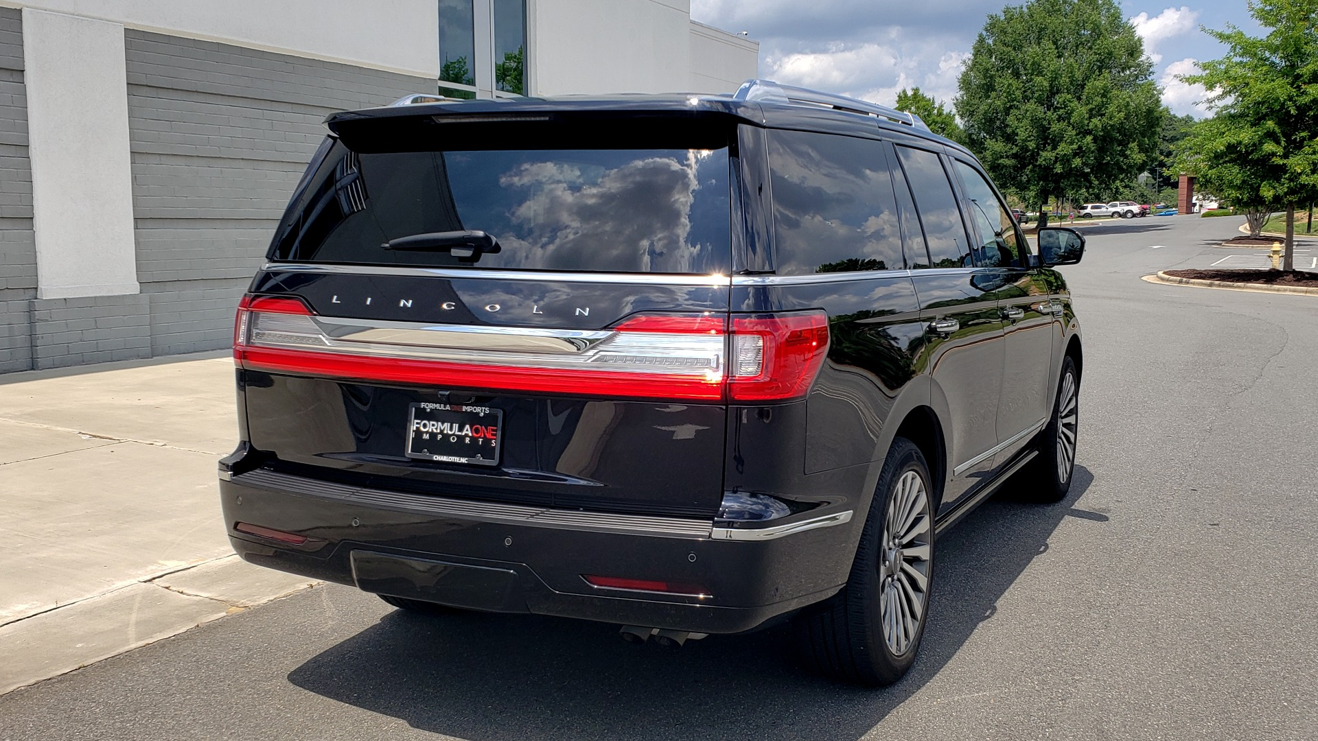 Used 2019 Lincoln NAVIGATOR RESERVE 4X4 / NAV / PANO-ROOF / REVEL ULTIMA AUDIO / 3-ROW / REARVIEW for sale $74,795 at Formula Imports in Charlotte NC 28227 2