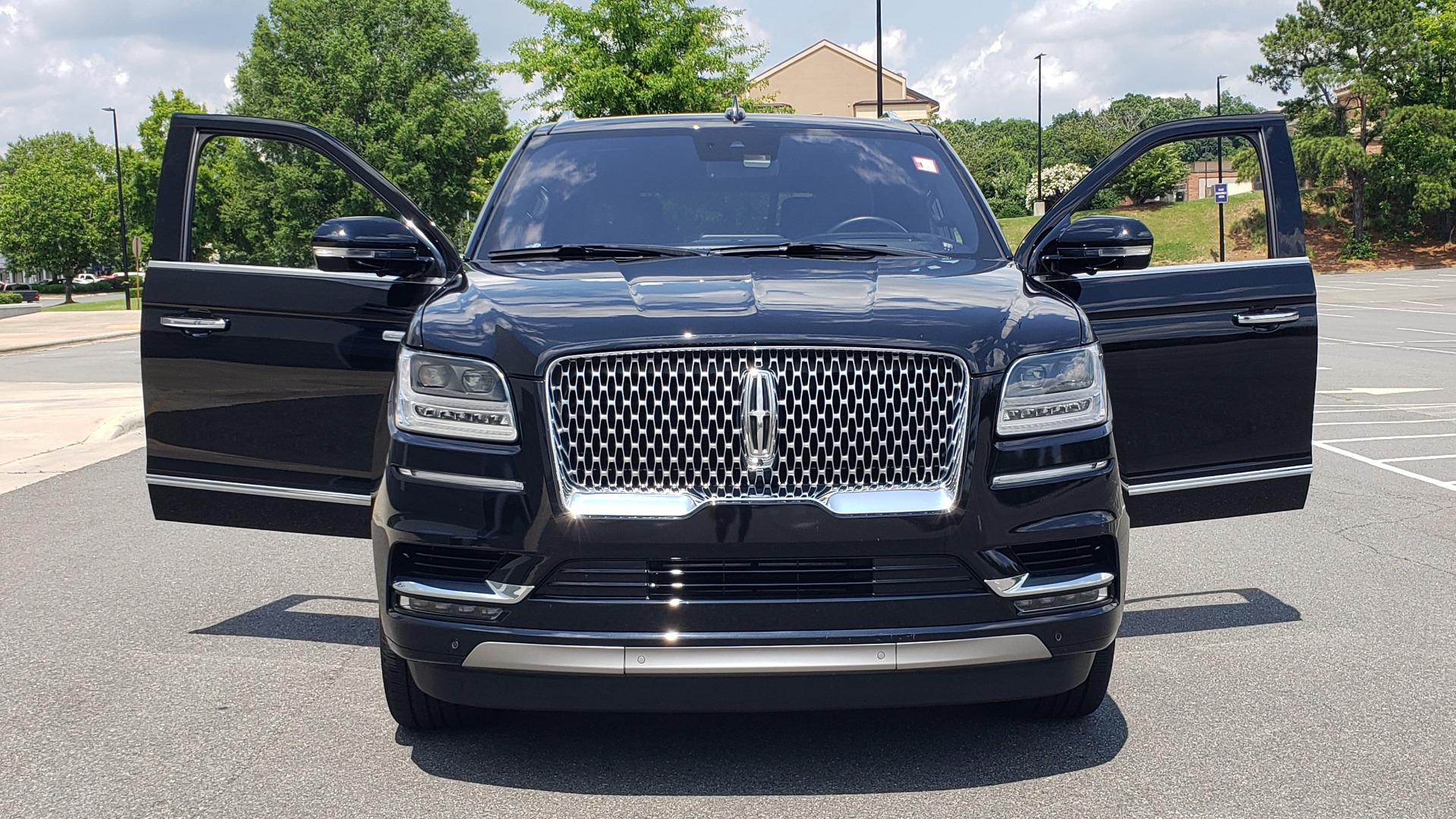 Used 2019 Lincoln NAVIGATOR RESERVE 4X4 / NAV / PANO-ROOF / REVEL ULTIMA AUDIO / 3-ROW / REARVIEW for sale $74,795 at Formula Imports in Charlotte NC 28227 27
