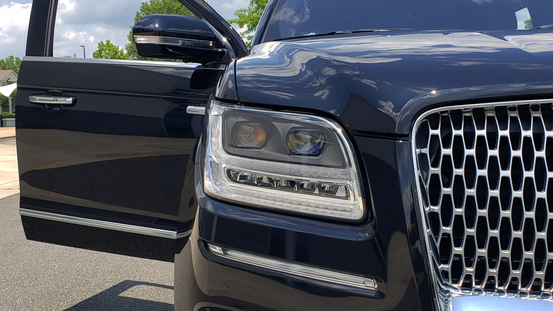 Used 2019 Lincoln NAVIGATOR RESERVE 4X4 / NAV / PANO-ROOF / REVEL ULTIMA AUDIO / 3-ROW / REARVIEW for sale $74,795 at Formula Imports in Charlotte NC 28227 28