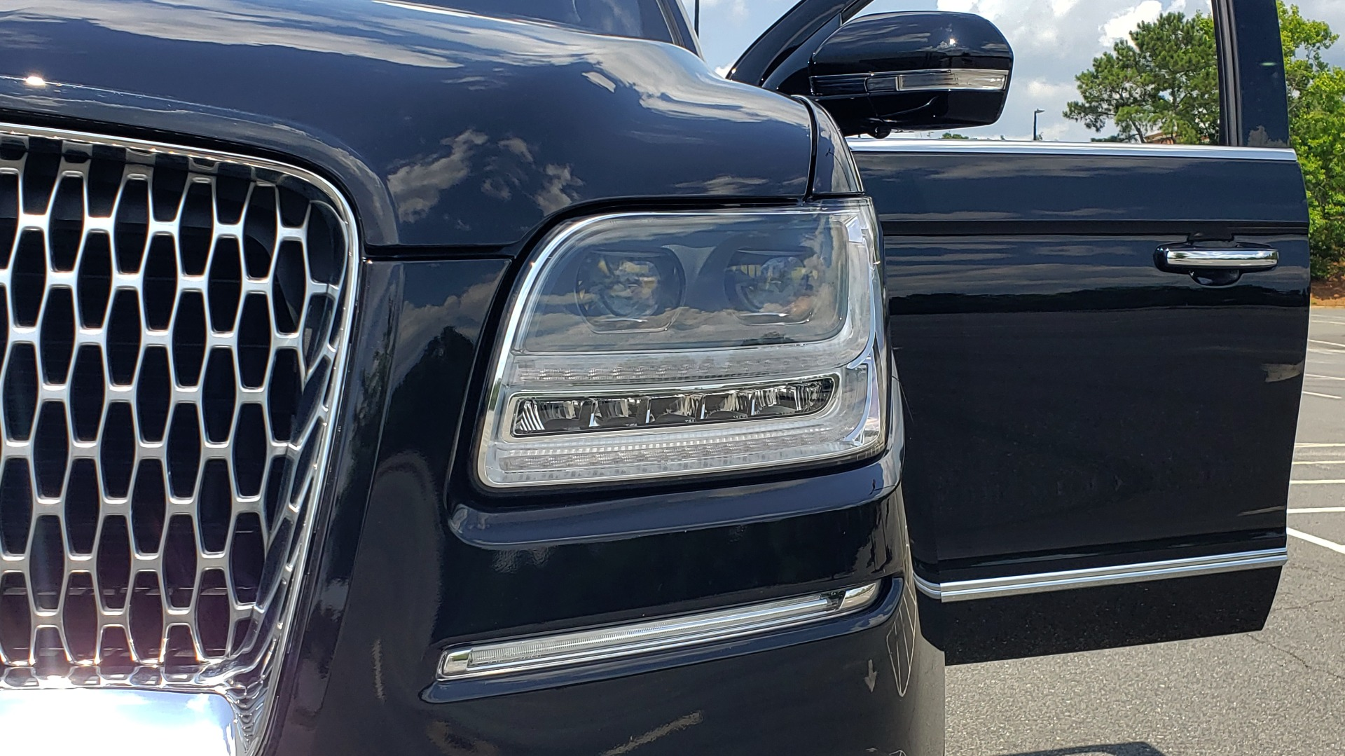 Used 2019 Lincoln NAVIGATOR RESERVE 4X4 / NAV / PANO-ROOF / REVEL ULTIMA AUDIO / 3-ROW / REARVIEW for sale $74,795 at Formula Imports in Charlotte NC 28227 29