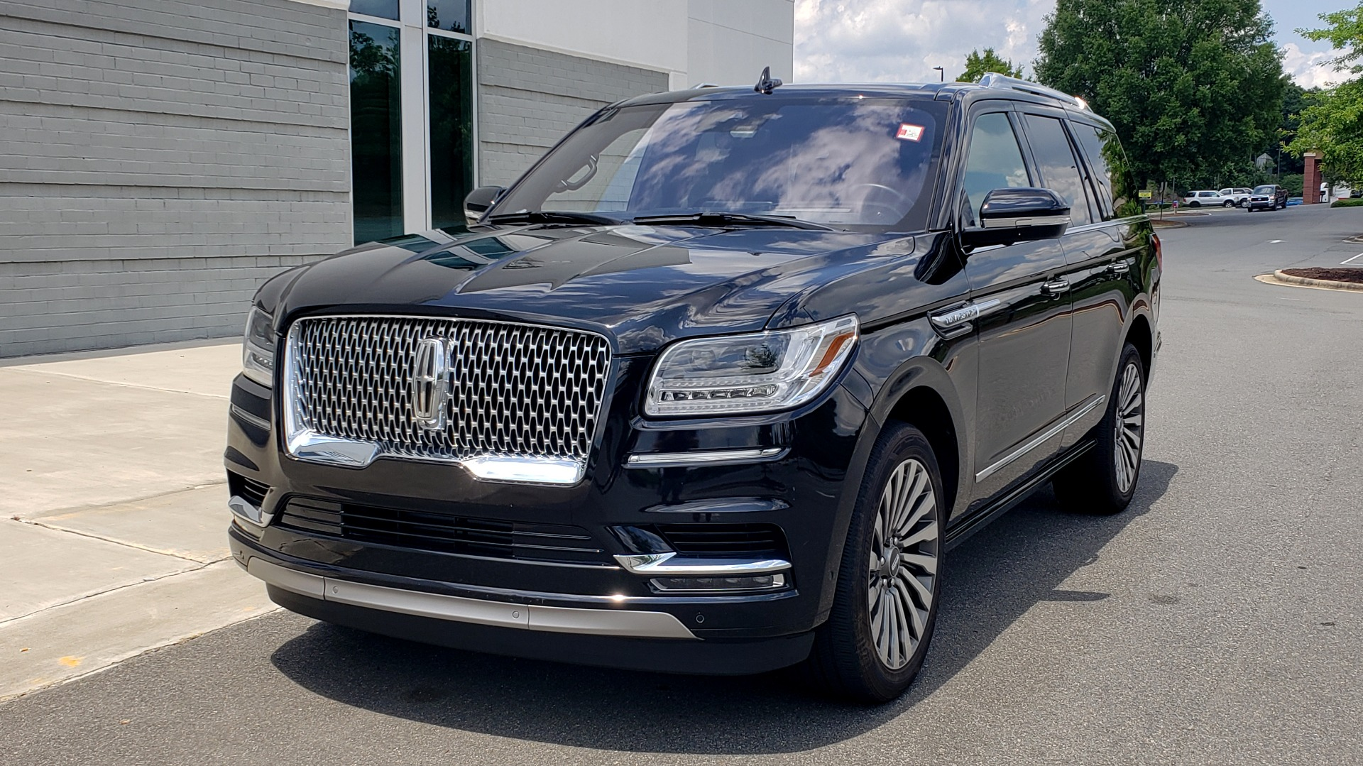 Used 2019 Lincoln NAVIGATOR RESERVE 4X4 / NAV / PANO-ROOF / REVEL ULTIMA AUDIO / 3-ROW / REARVIEW for sale $74,795 at Formula Imports in Charlotte NC 28227 3