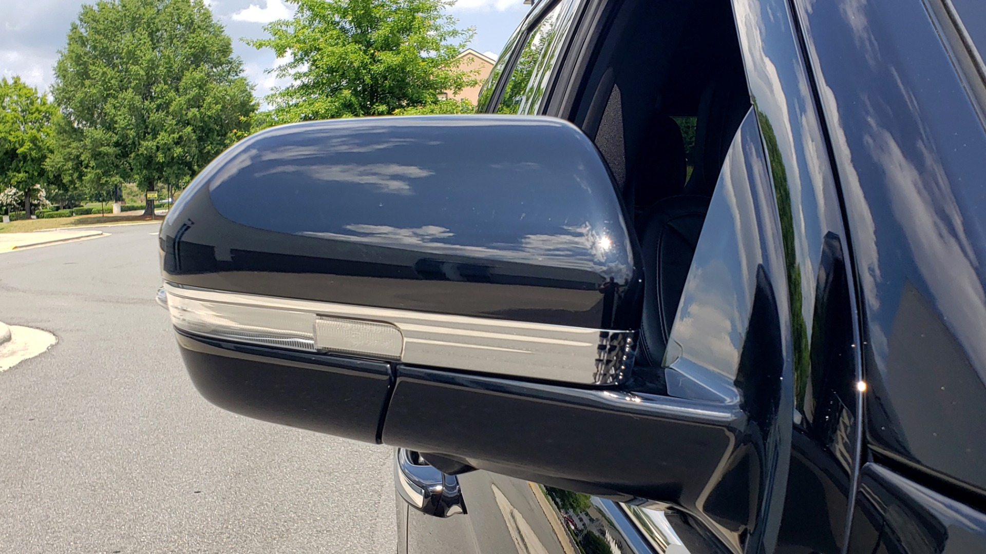 Used 2019 Lincoln NAVIGATOR RESERVE 4X4 / NAV / PANO-ROOF / REVEL ULTIMA AUDIO / 3-ROW / REARVIEW for sale $74,795 at Formula Imports in Charlotte NC 28227 31