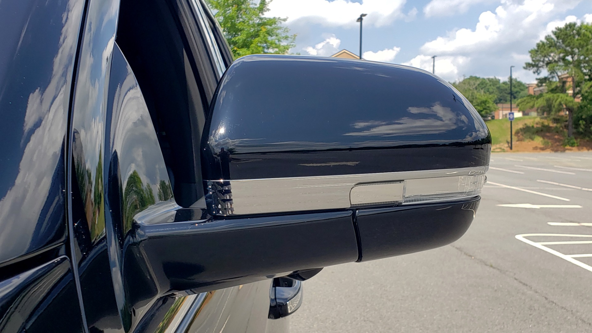Used 2019 Lincoln NAVIGATOR RESERVE 4X4 / NAV / PANO-ROOF / REVEL ULTIMA AUDIO / 3-ROW / REARVIEW for sale $74,795 at Formula Imports in Charlotte NC 28227 32