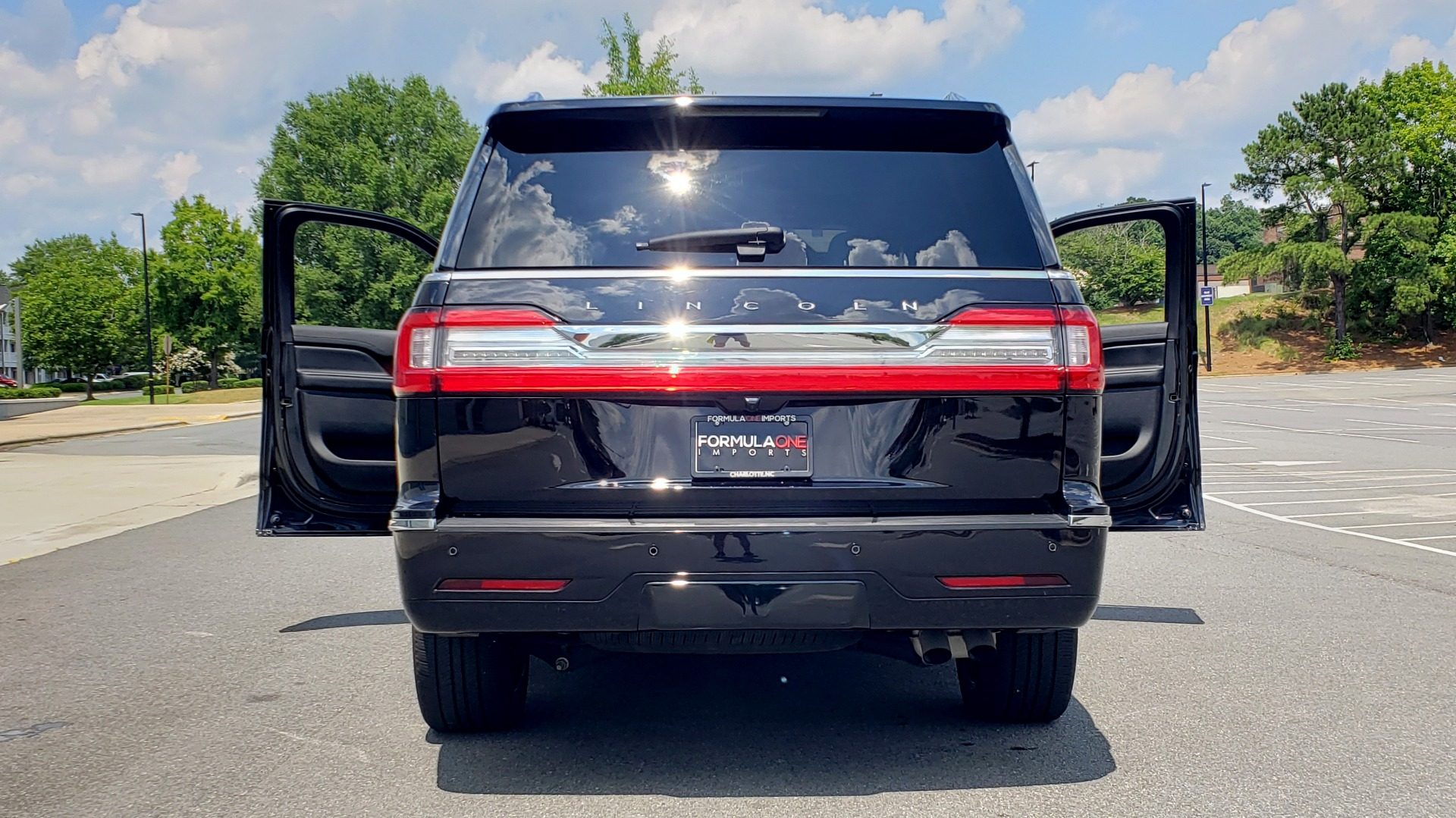 Used 2019 Lincoln NAVIGATOR RESERVE 4X4 / NAV / PANO-ROOF / REVEL ULTIMA AUDIO / 3-ROW / REARVIEW for sale $74,795 at Formula Imports in Charlotte NC 28227 33