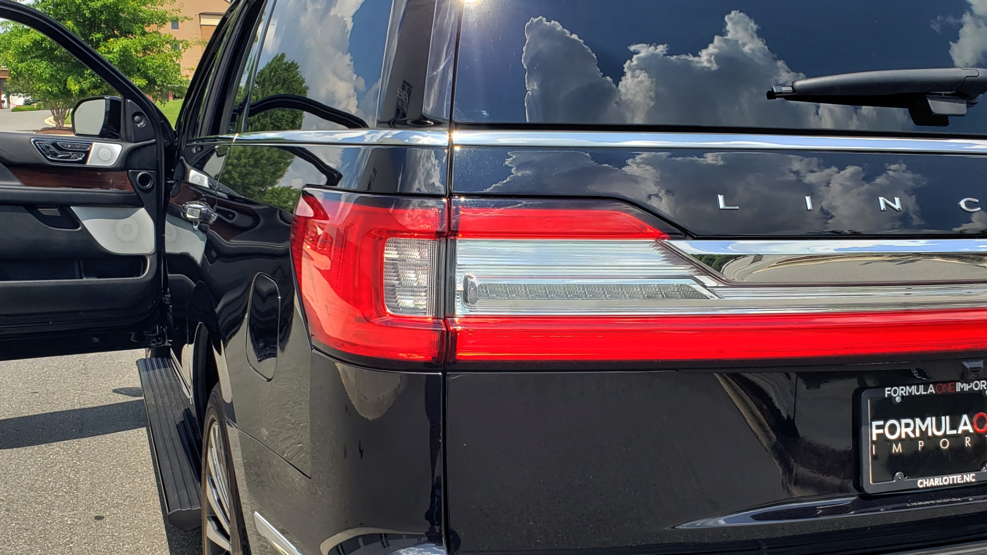 Used 2019 Lincoln NAVIGATOR RESERVE 4X4 / NAV / PANO-ROOF / REVEL ULTIMA AUDIO / 3-ROW / REARVIEW for sale $74,795 at Formula Imports in Charlotte NC 28227 34
