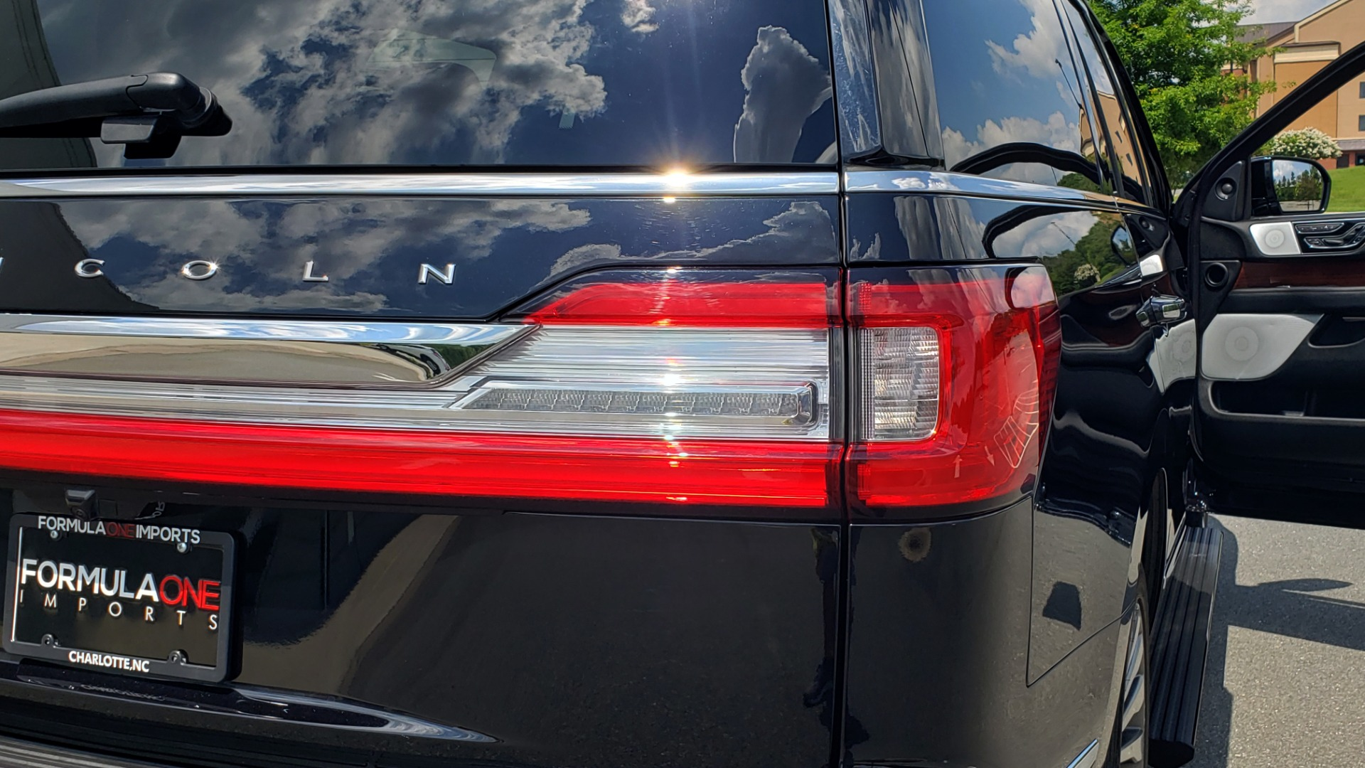 Used 2019 Lincoln NAVIGATOR RESERVE 4X4 / NAV / PANO-ROOF / REVEL ULTIMA AUDIO / 3-ROW / REARVIEW for sale $74,795 at Formula Imports in Charlotte NC 28227 35