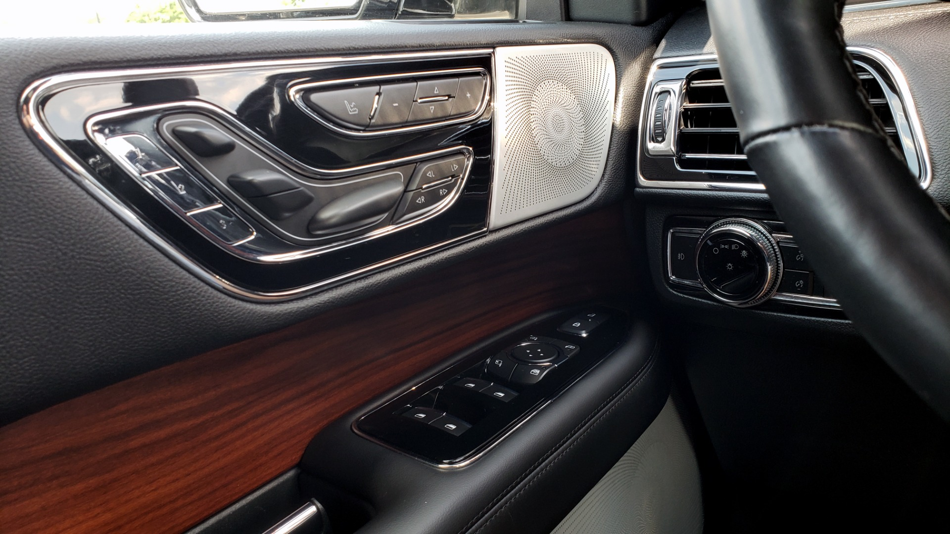 Used 2019 Lincoln NAVIGATOR RESERVE 4X4 / NAV / PANO-ROOF / REVEL ULTIMA AUDIO / 3-ROW / REARVIEW for sale $74,795 at Formula Imports in Charlotte NC 28227 38