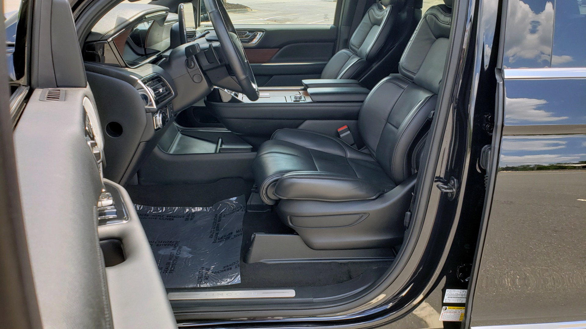 Used 2019 Lincoln NAVIGATOR RESERVE 4X4 / NAV / PANO-ROOF / REVEL ULTIMA AUDIO / 3-ROW / REARVIEW for sale $74,795 at Formula Imports in Charlotte NC 28227 41