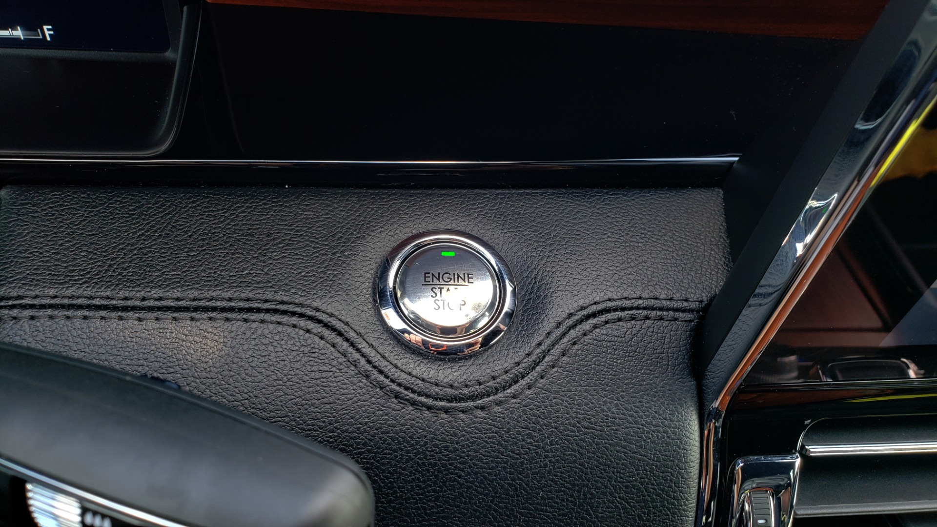 Used 2019 Lincoln NAVIGATOR RESERVE 4X4 / NAV / PANO-ROOF / REVEL ULTIMA AUDIO / 3-ROW / REARVIEW for sale $74,795 at Formula Imports in Charlotte NC 28227 51