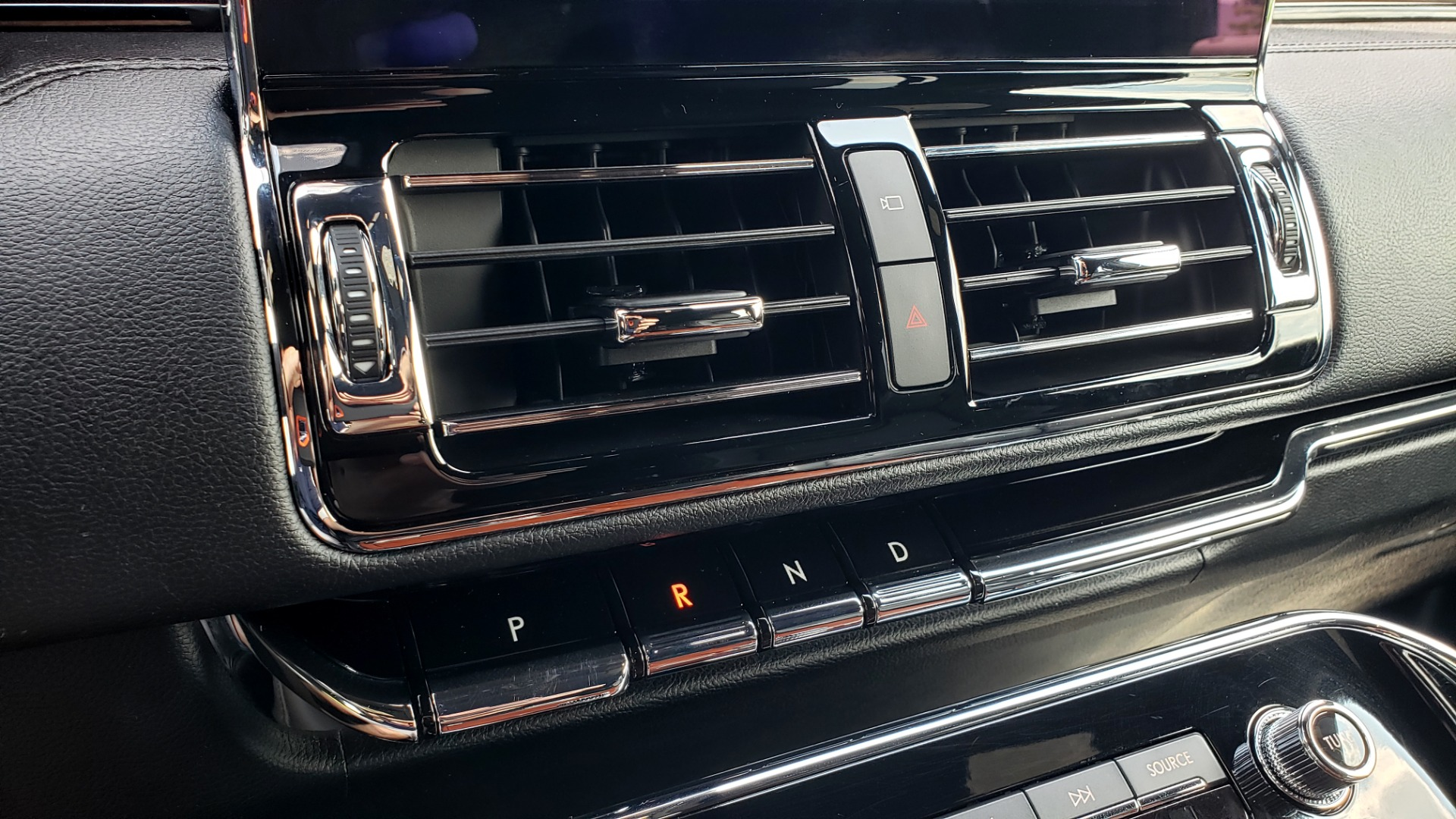 Used 2019 Lincoln NAVIGATOR RESERVE 4X4 / NAV / PANO-ROOF / REVEL ULTIMA AUDIO / 3-ROW / REARVIEW for sale $74,795 at Formula Imports in Charlotte NC 28227 54