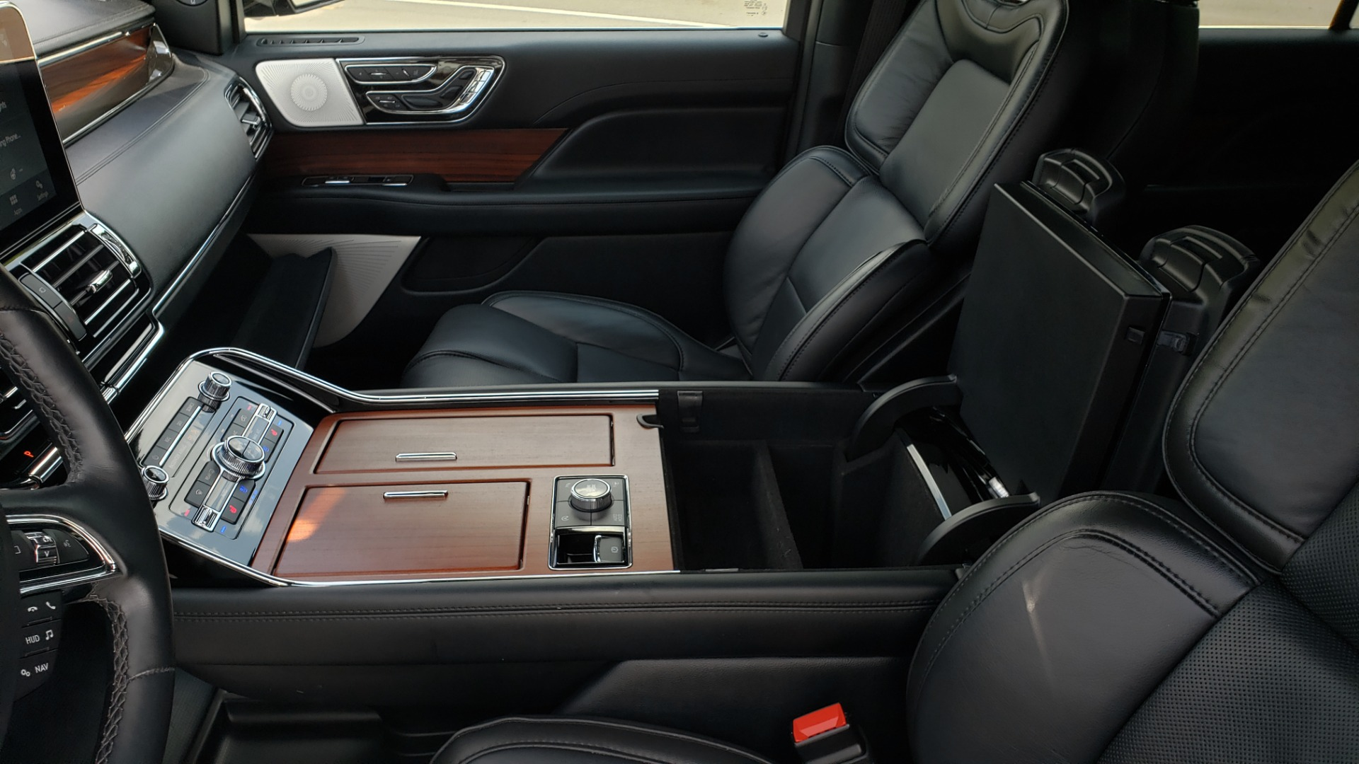 Used 2019 Lincoln NAVIGATOR RESERVE 4X4 / NAV / PANO-ROOF / REVEL ULTIMA AUDIO / 3-ROW / REARVIEW for sale $74,795 at Formula Imports in Charlotte NC 28227 65