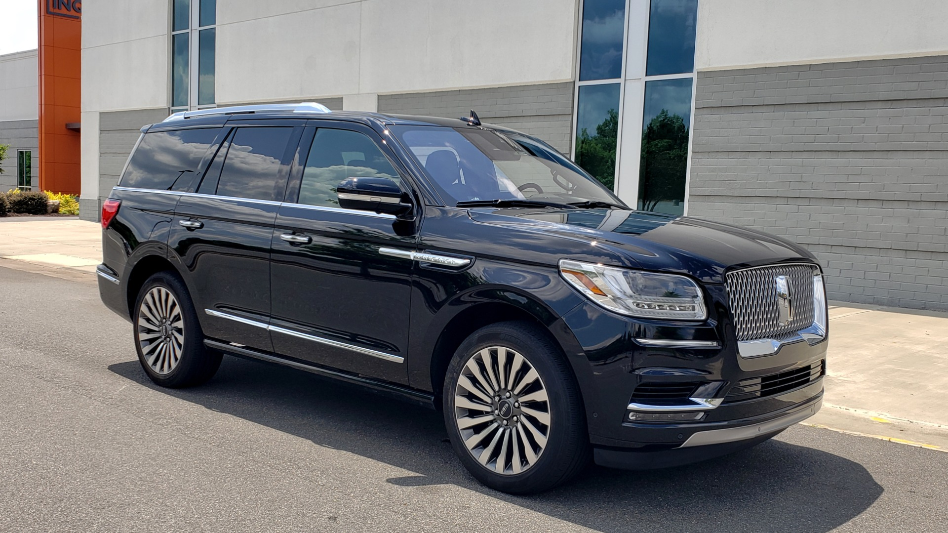 Used 2019 Lincoln NAVIGATOR RESERVE 4X4 / NAV / PANO-ROOF / REVEL ULTIMA AUDIO / 3-ROW / REARVIEW for sale $74,795 at Formula Imports in Charlotte NC 28227 7
