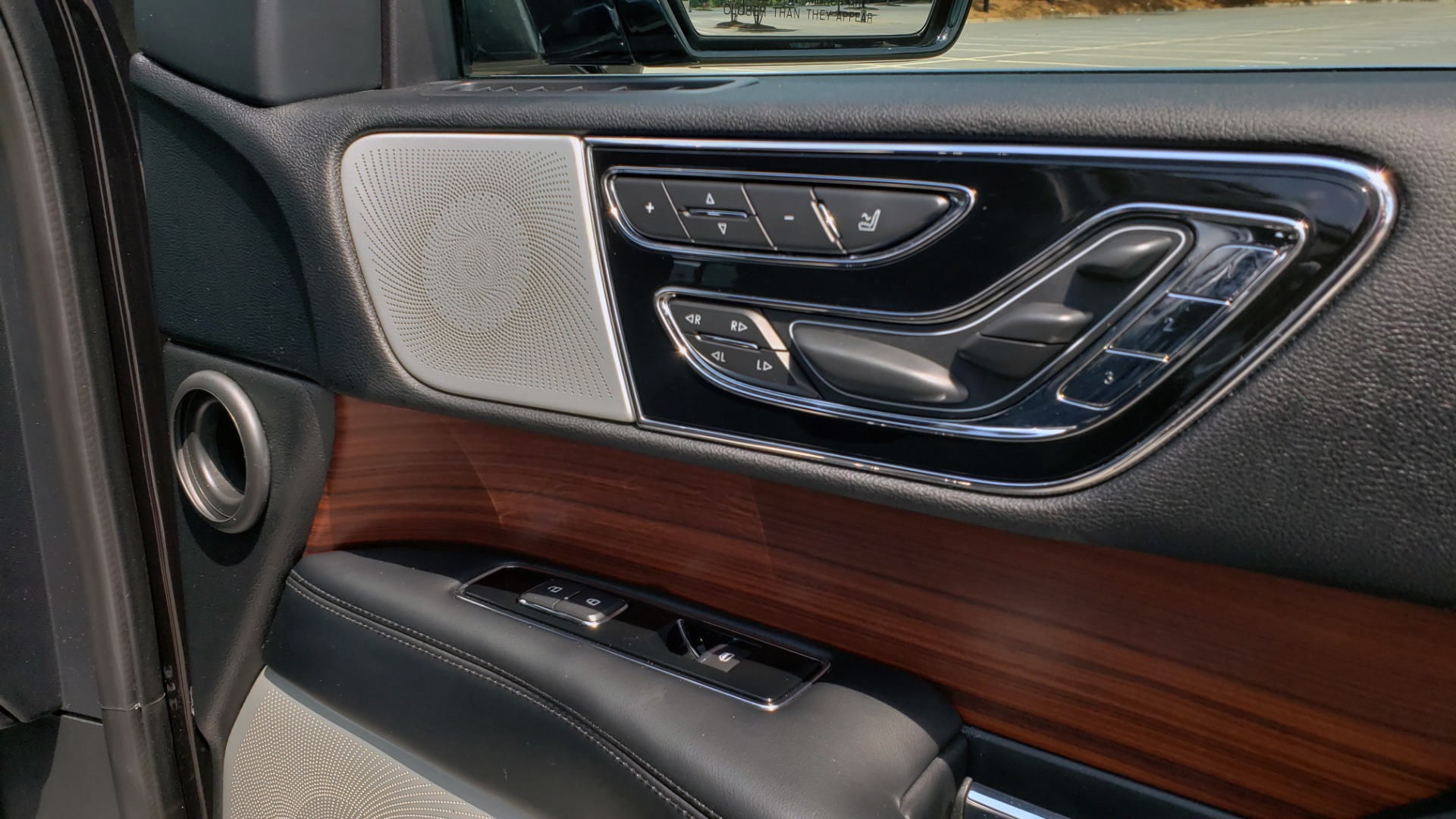 Used 2019 Lincoln NAVIGATOR RESERVE 4X4 / NAV / PANO-ROOF / REVEL ULTIMA AUDIO / 3-ROW / REARVIEW for sale $74,795 at Formula Imports in Charlotte NC 28227 74