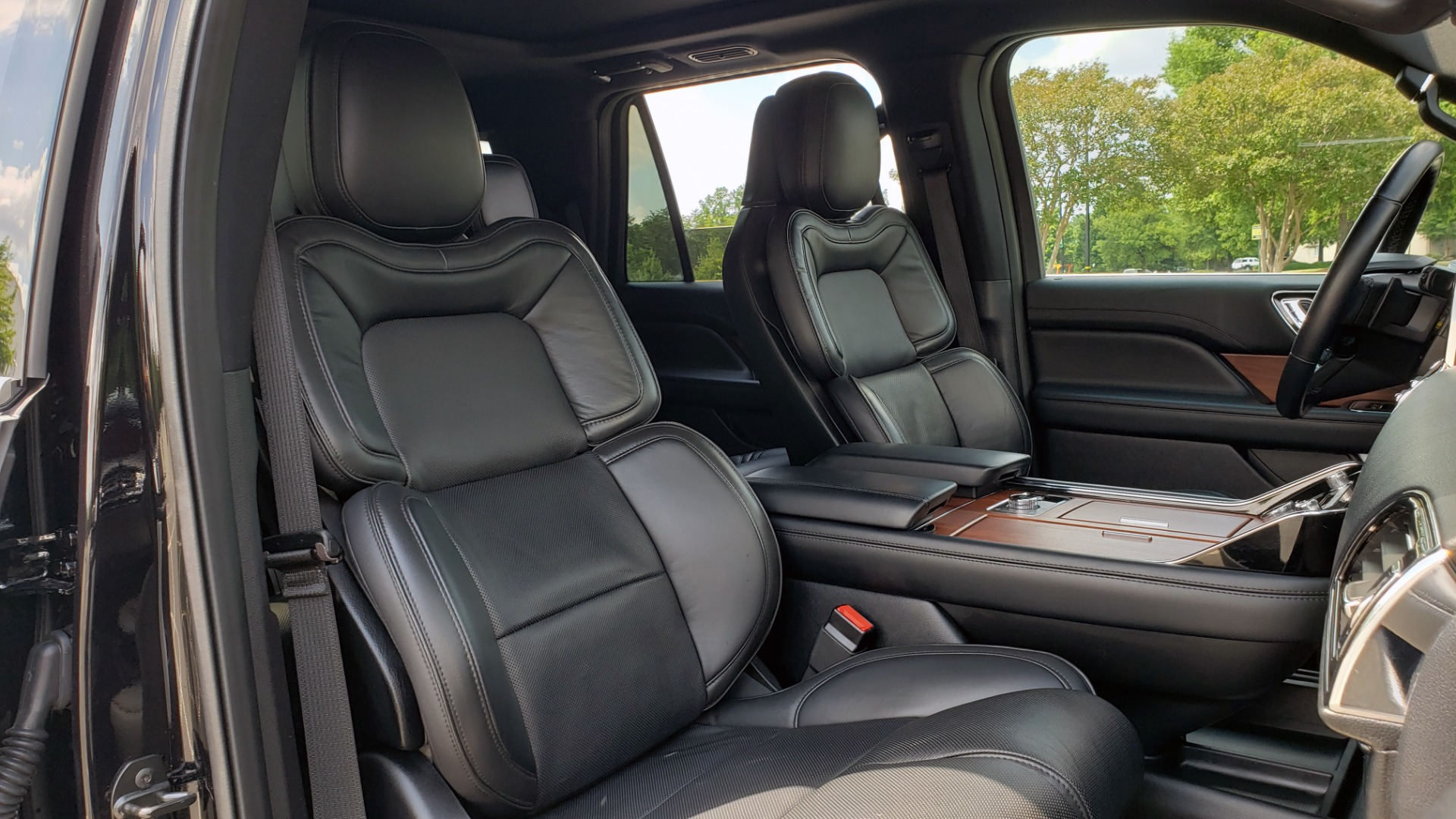 Used 2019 Lincoln NAVIGATOR RESERVE 4X4 / NAV / PANO-ROOF / REVEL ULTIMA AUDIO / 3-ROW / REARVIEW for sale $74,795 at Formula Imports in Charlotte NC 28227 77