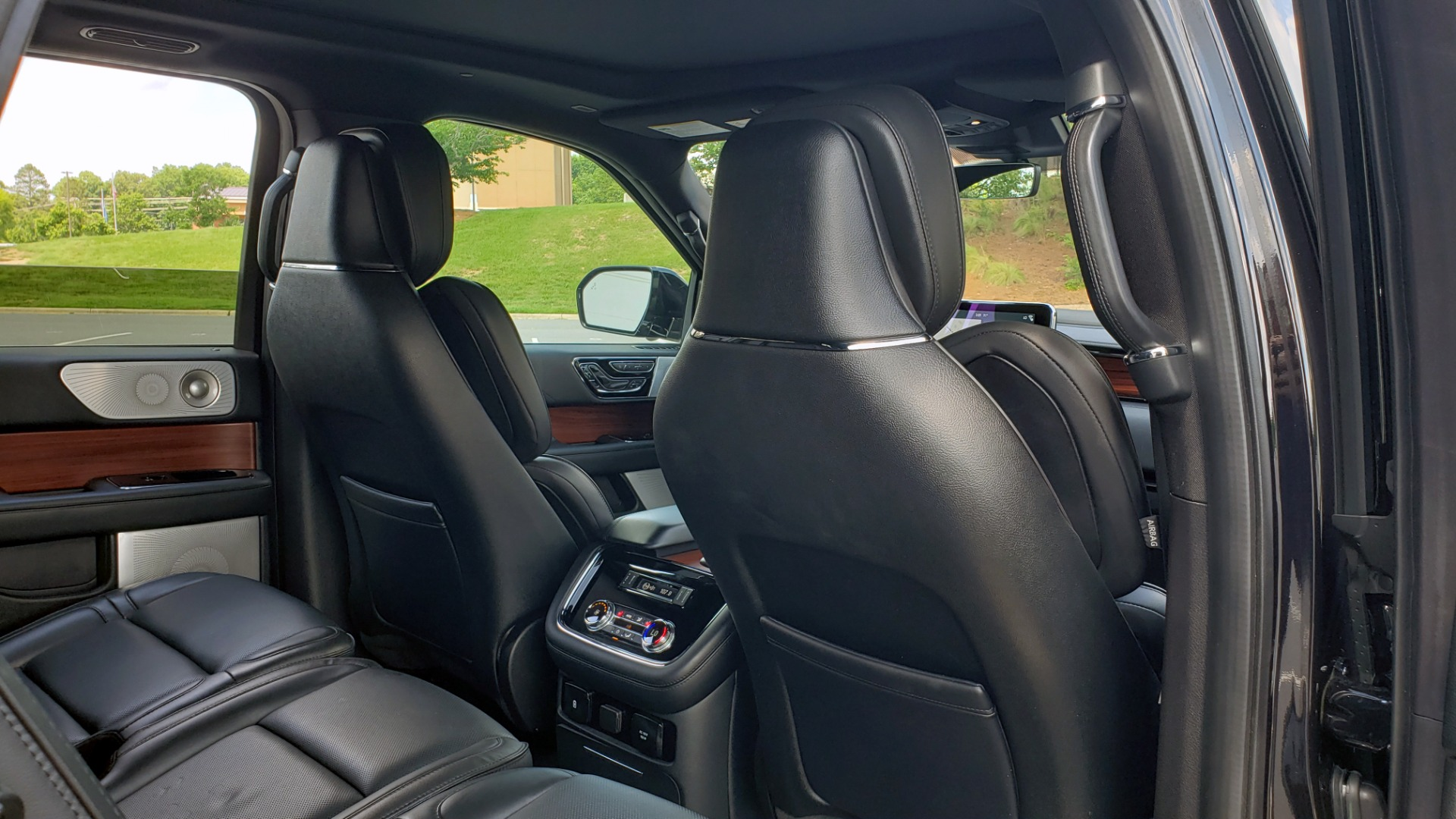 Used 2019 Lincoln NAVIGATOR RESERVE 4X4 / NAV / PANO-ROOF / REVEL ULTIMA AUDIO / 3-ROW / REARVIEW for sale $74,795 at Formula Imports in Charlotte NC 28227 84