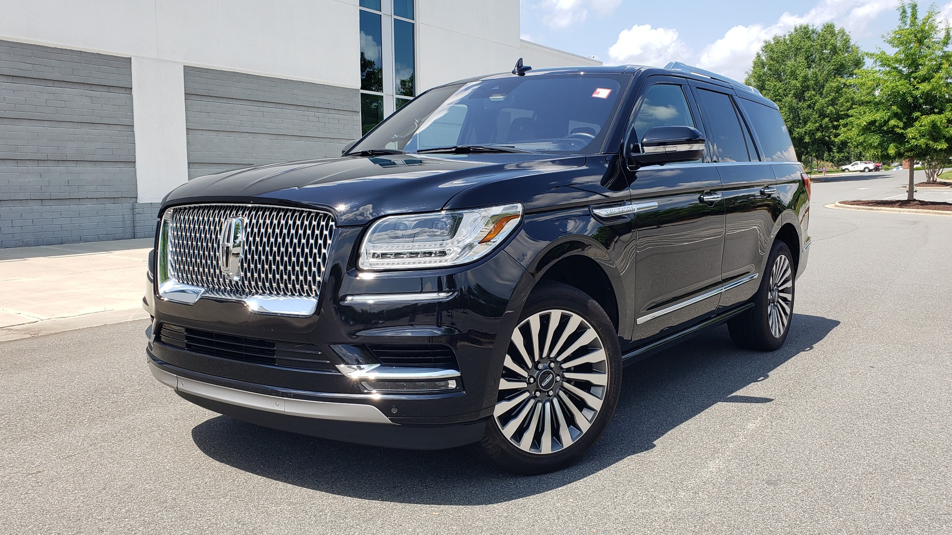 Used 2019 Lincoln NAVIGATOR RESERVE 4X4 / NAV / PANO-ROOF / REVEL ULTIMA AUDIO / 3-ROW / REARVIEW for sale $76,900 at Formula Imports in Charlotte NC 28227 1
