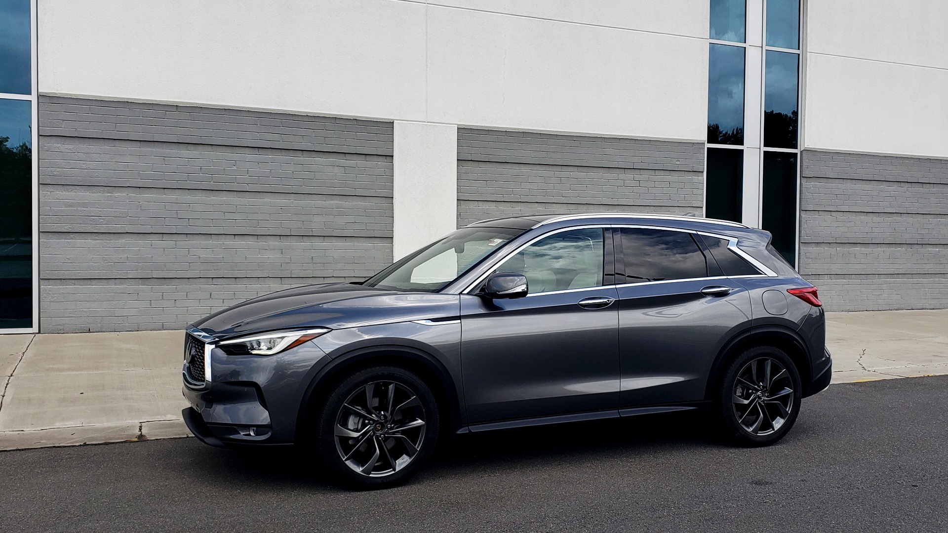 Used 2019 INFINITI QX50 ESSENTIAL / 2.0L / PROASSIST / PROACTIVE / AUTOGRAPH / SENSORY for sale $33,995 at Formula Imports in Charlotte NC 28227 4
