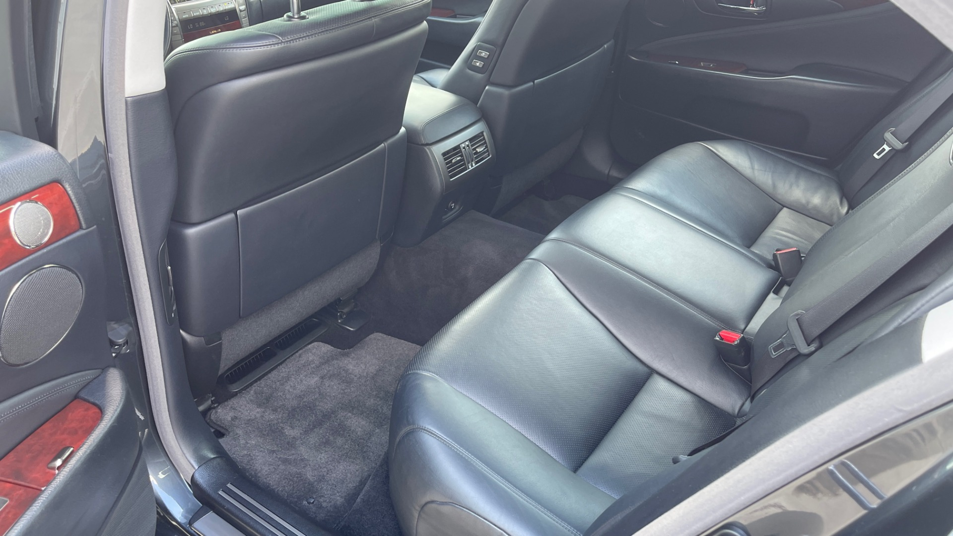 Used 2007 Lexus LS 460 SEDAN / COMFORT PKG / NAVIGATION / MARK LEVINSON / REARVIEW for sale $14,995 at Formula Imports in Charlotte NC 28227 53