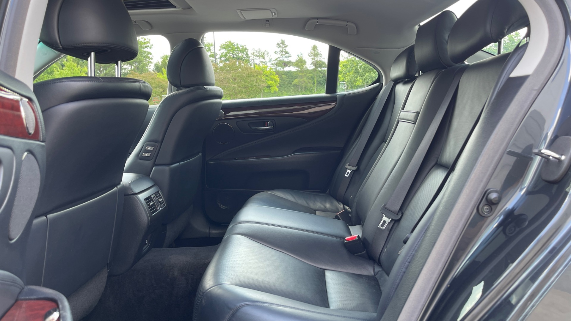 Used 2007 Lexus LS 460 SEDAN / COMFORT PKG / NAVIGATION / MARK LEVINSON / REARVIEW for sale $14,995 at Formula Imports in Charlotte NC 28227 54