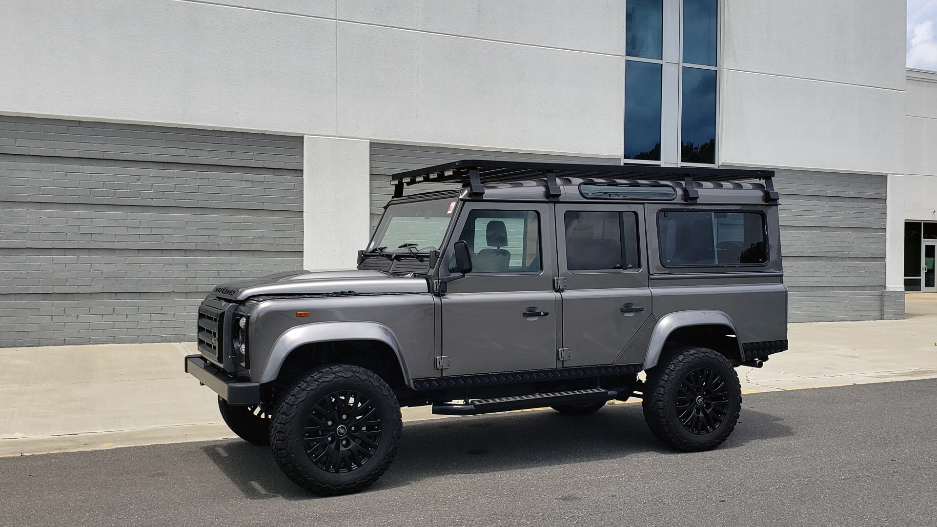 Used 1988 Land Rover DEFENDER 110 CUSTOM 4X4 / LS V8 / PUSH BUTTON AUTO / LEATHER / ROOF RACK for sale $147,888 at Formula Imports in Charlotte NC 28227 2