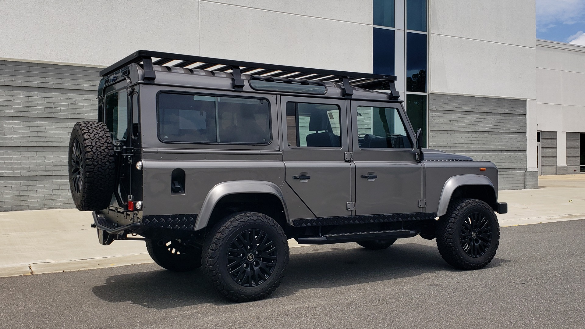 Used 1988 Land Rover DEFENDER 110 CUSTOM 4X4 / LS V8 / PUSH BUTTON AUTO / LEATHER / ROOF RACK for sale $147,888 at Formula Imports in Charlotte NC 28227 21