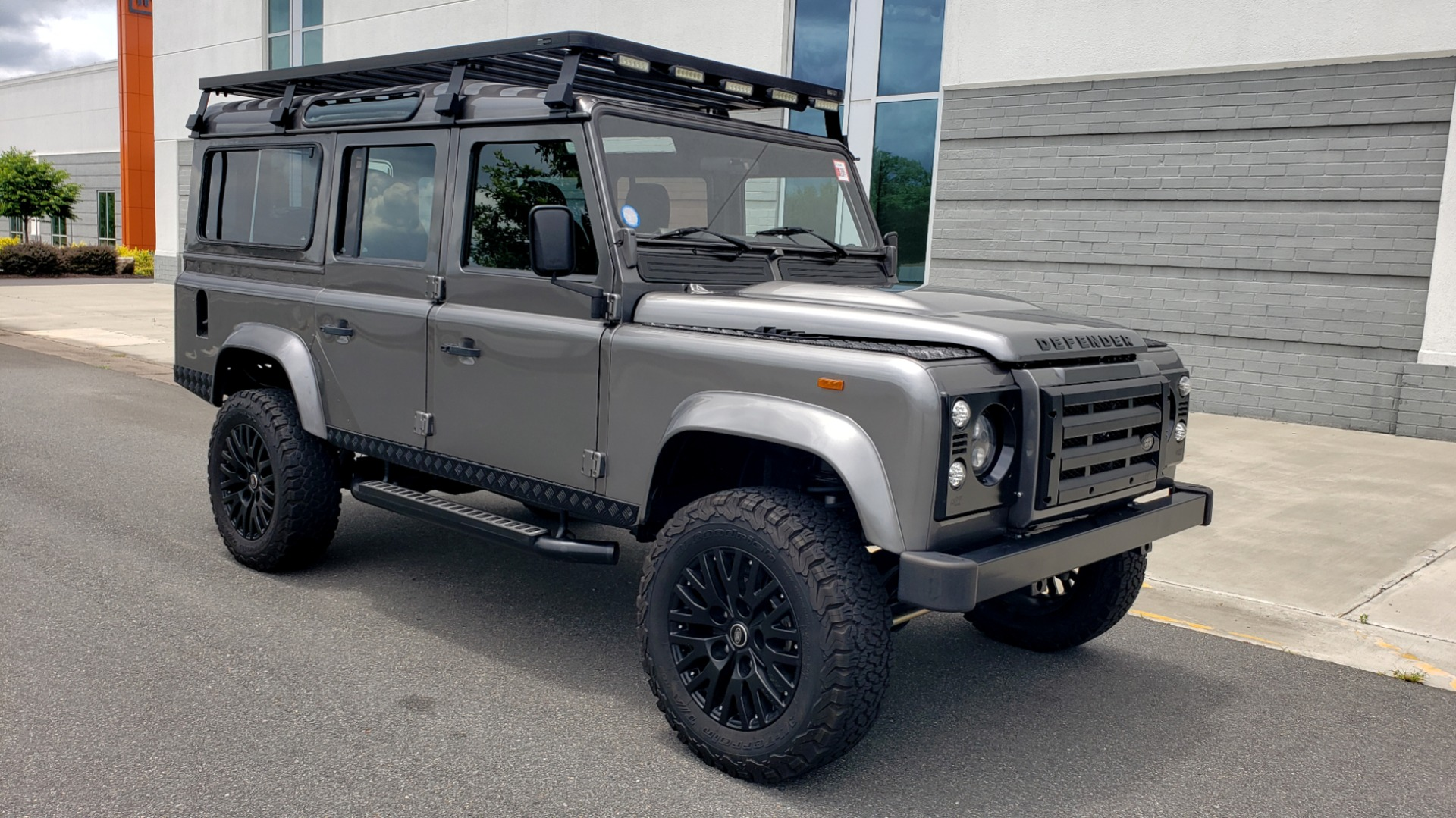 Used 1988 Land Rover DEFENDER 110 CUSTOM 4X4 / LS V8 / PUSH BUTTON AUTO / LEATHER / ROOF RACK for sale $147,888 at Formula Imports in Charlotte NC 28227 23