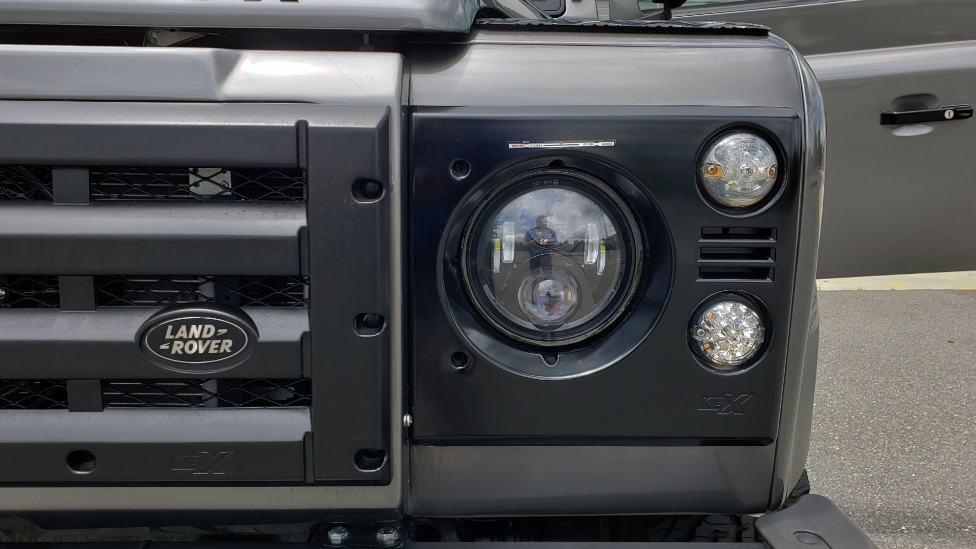 Used 1988 Land Rover DEFENDER 110 CUSTOM 4X4 / LS V8 / PUSH BUTTON AUTO / LEATHER / ROOF RACK for sale $147,888 at Formula Imports in Charlotte NC 28227 41