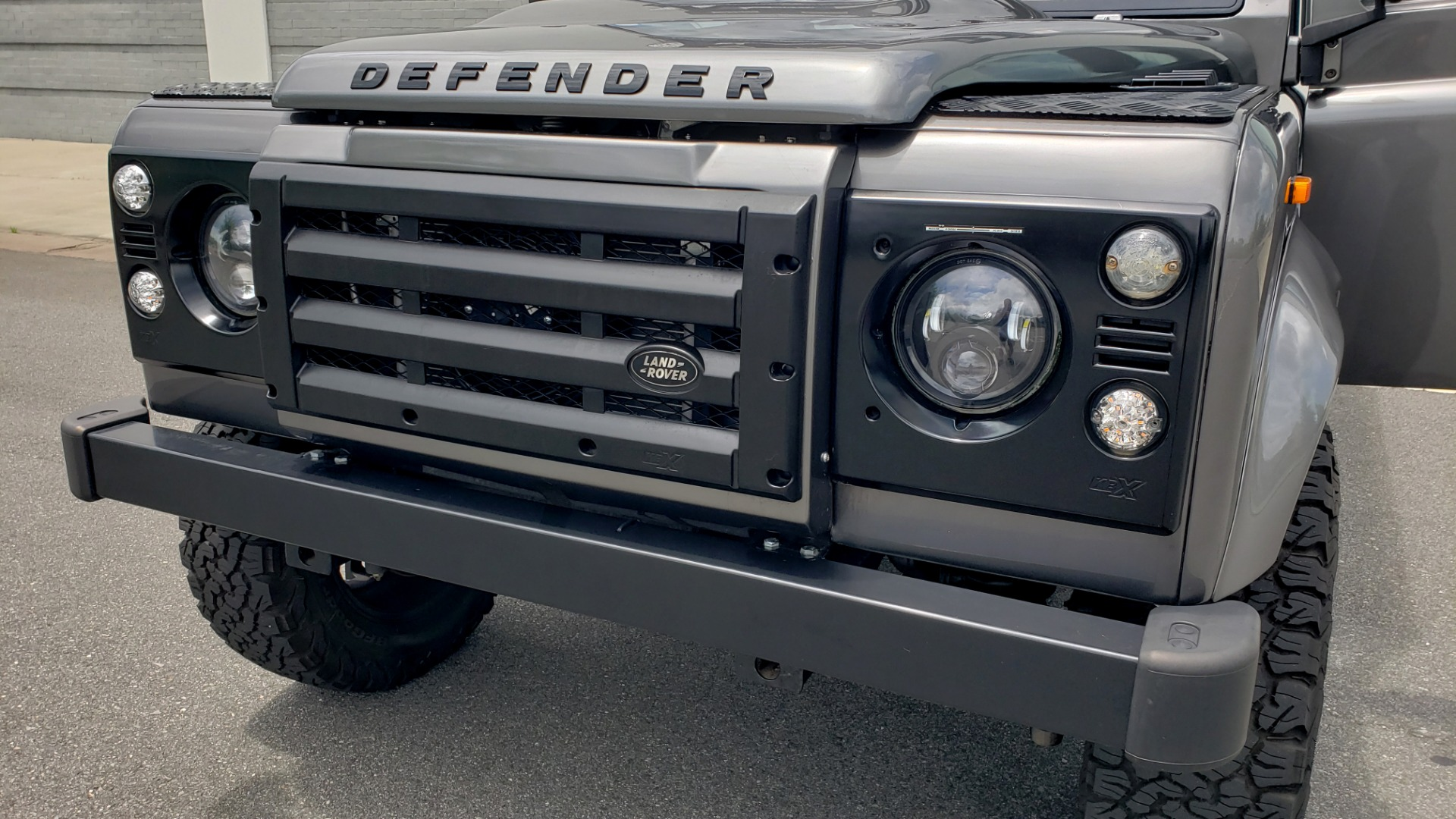 Used 1988 Land Rover DEFENDER 110 CUSTOM 4X4 / LS V8 / PUSH BUTTON AUTO / LEATHER / ROOF RACK for sale $147,888 at Formula Imports in Charlotte NC 28227 42