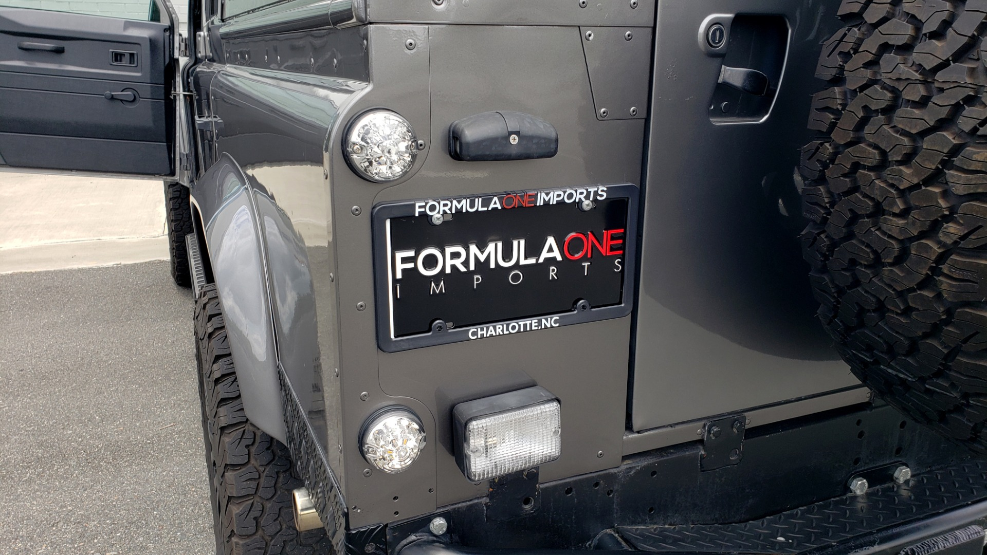 Used 1988 Land Rover DEFENDER 110 CUSTOM 4X4 / LS V8 / PUSH BUTTON AUTO / LEATHER / ROOF RACK for sale $147,888 at Formula Imports in Charlotte NC 28227 48