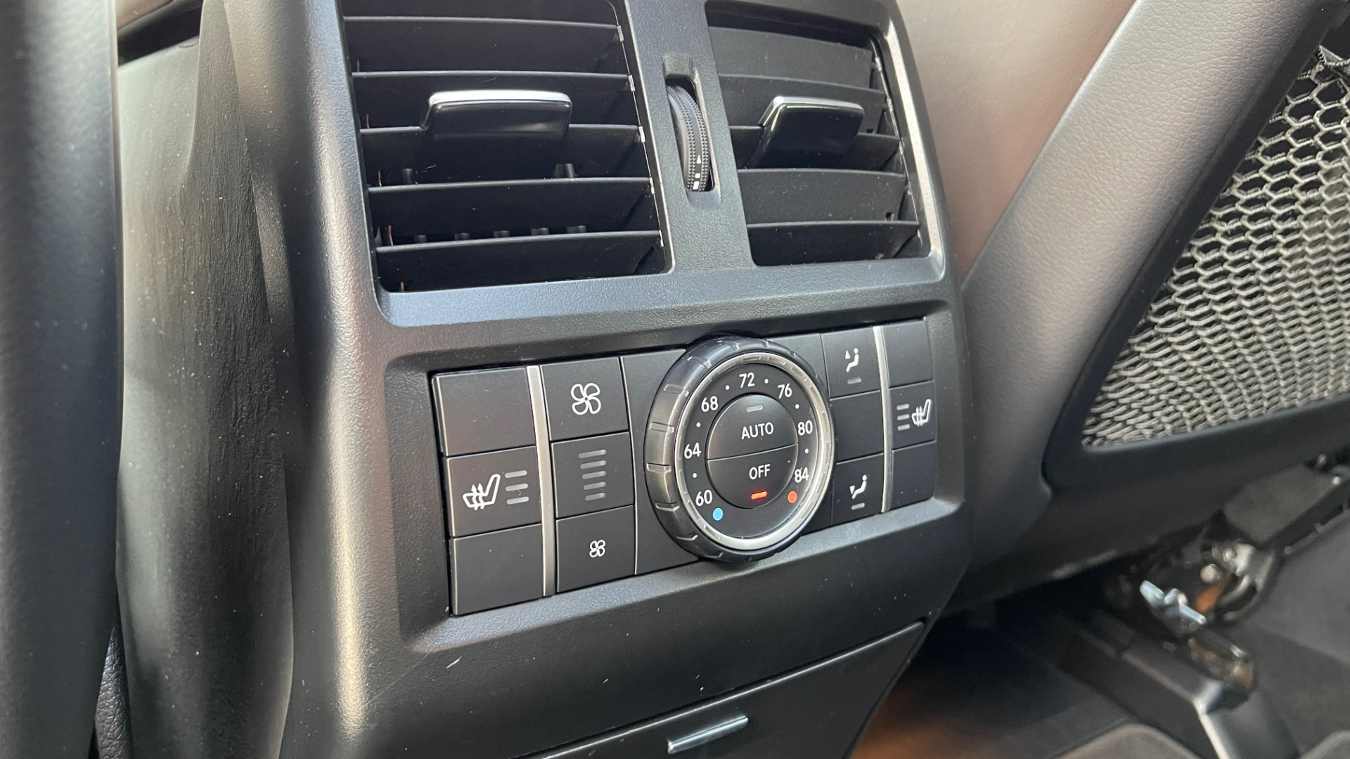 Used 2017 Mercedes-Benz GLS 63 AMG 4MATIC / AMG NIGHT SYLE / NAV / SUNROOF / REARVIEW / 3-ROW for sale Call for price at Formula Imports in Charlotte NC 28227 74