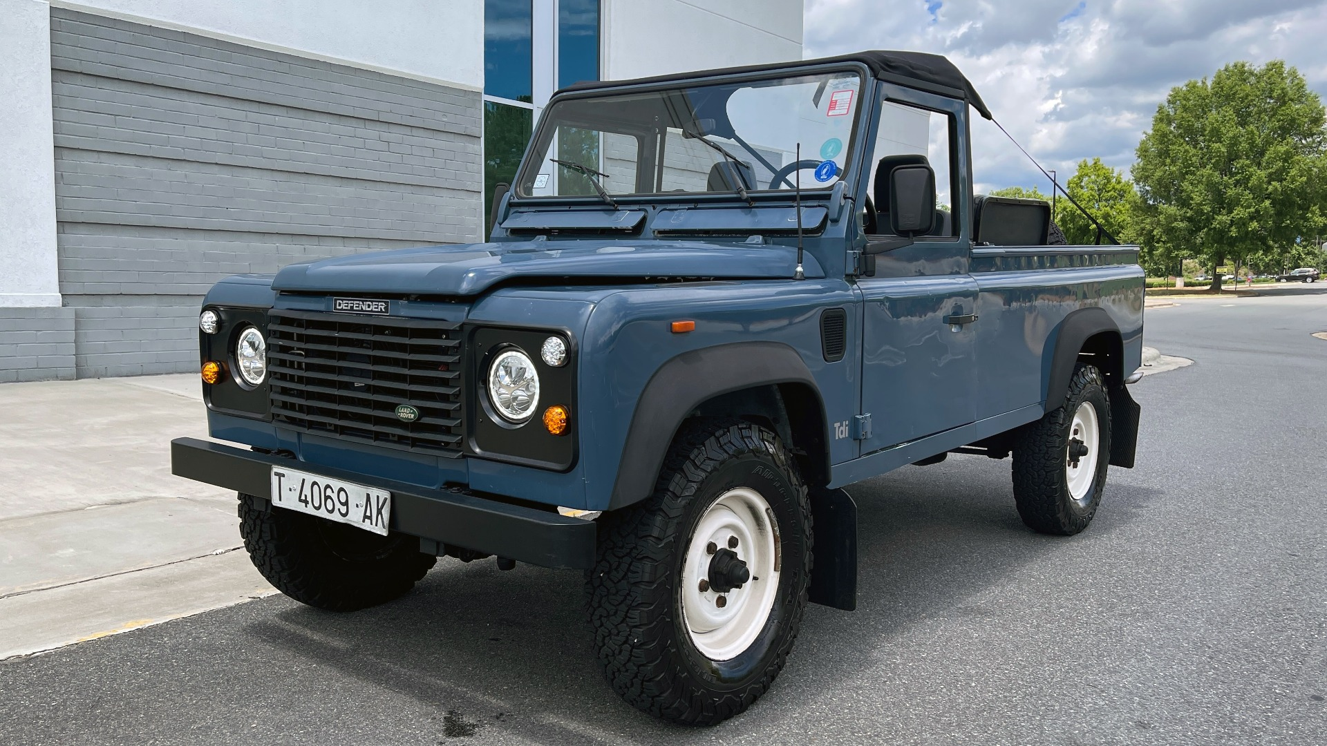 Used 1992 Land Rover DEFENDER 110 SOFT-TOP 4X4 / TURBO DIESEL / MANUAL / NEW SEATS, TOP AND TIRES for sale Call for price at Formula Imports in Charlotte NC 28227 3