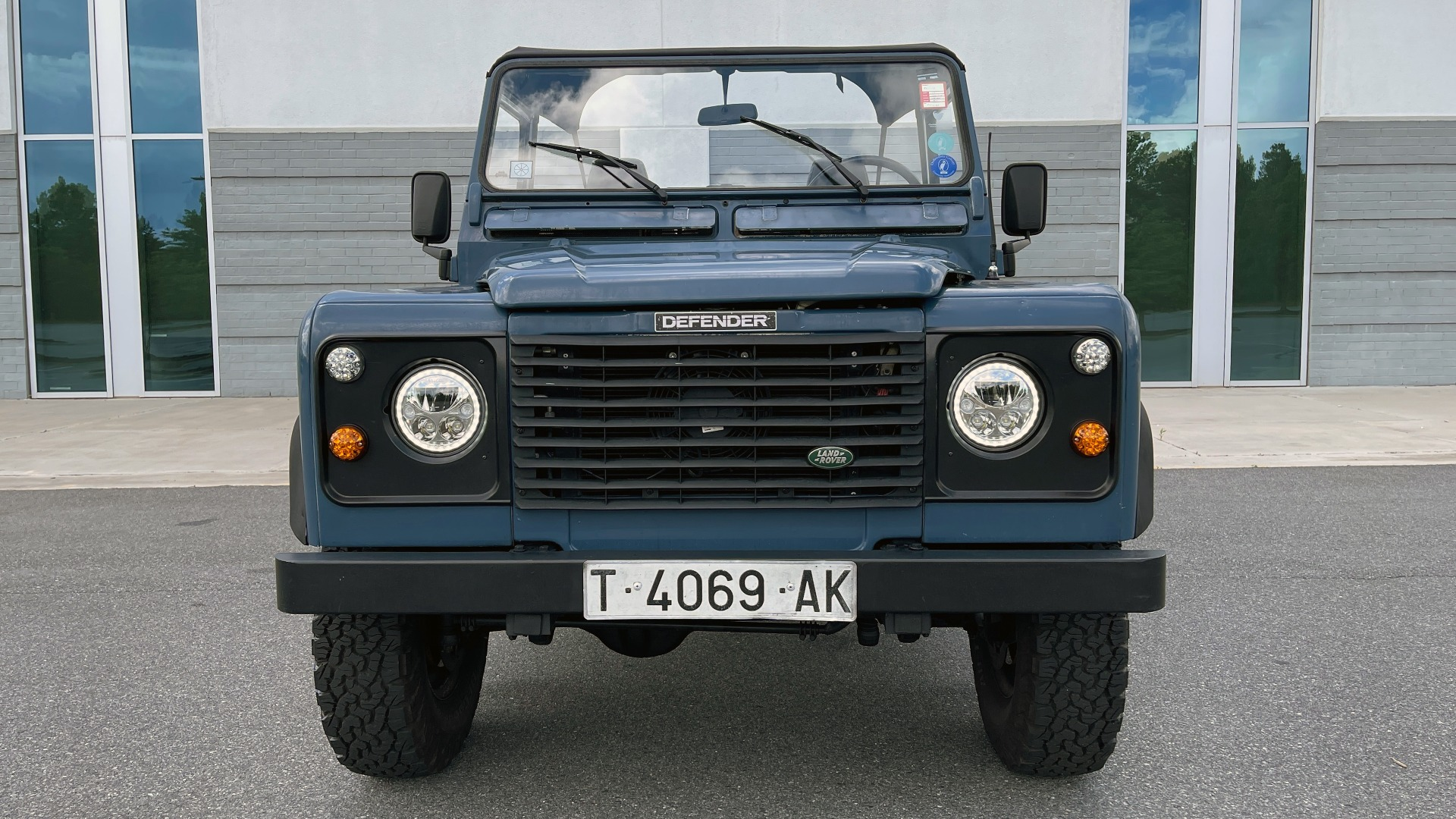 Used 1992 Land Rover DEFENDER 110 SOFT-TOP 4X4 / TURBO DIESEL / MANUAL / NEW SEATS, TOP AND TIRES for sale Call for price at Formula Imports in Charlotte NC 28227 6